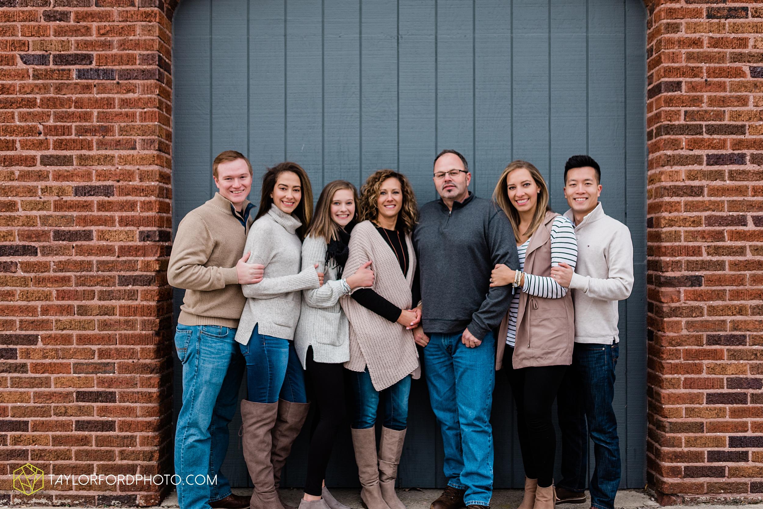 downtown-van-wert-ohio-fall-family-photographer-taylor-ford-hirschy-photographer_1661.jpg