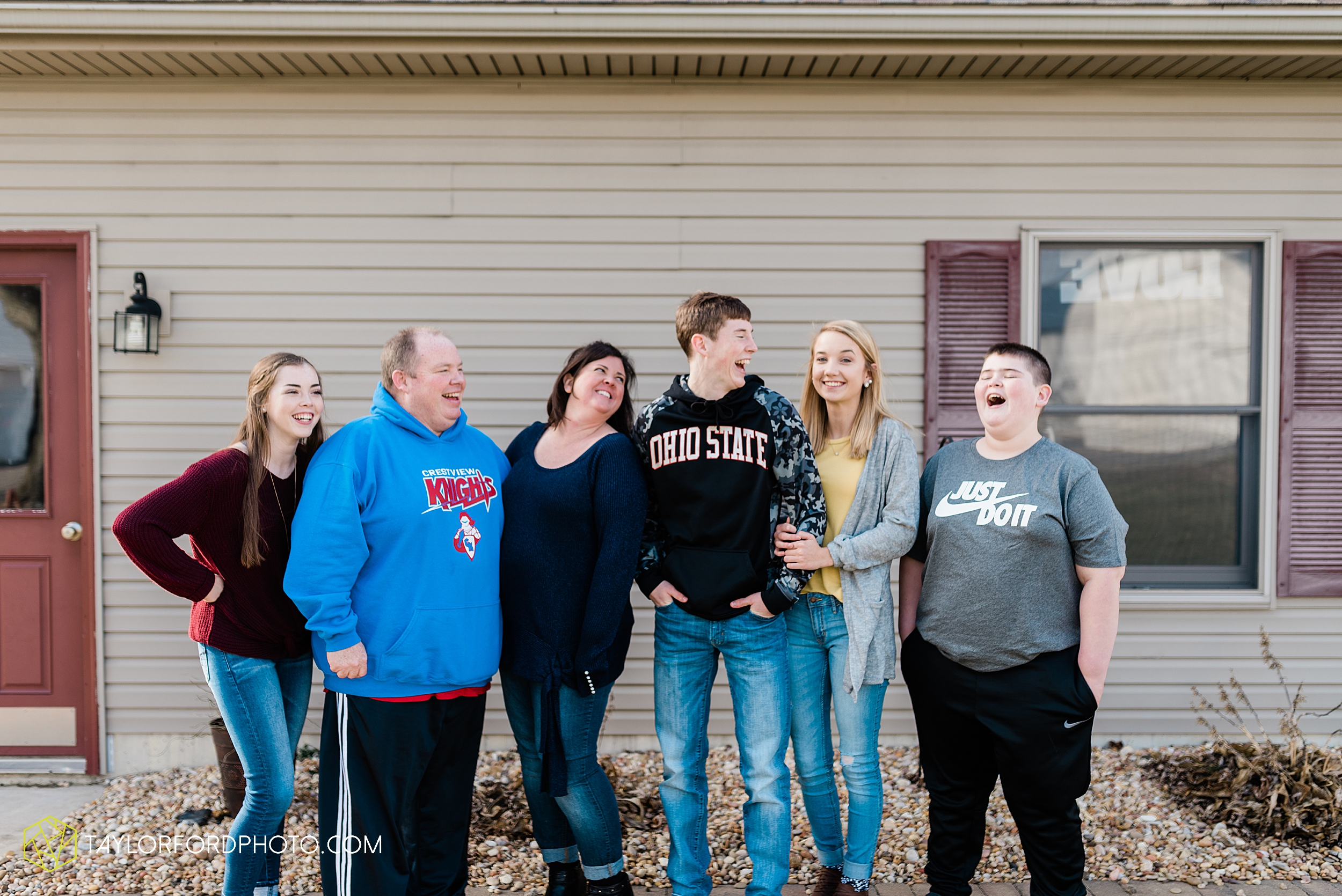 fortney-matthews-extended-family-van-wert-ohio-at-home-family-farm-photography-taylor-ford-hirschy-photographer_2023.jpg
