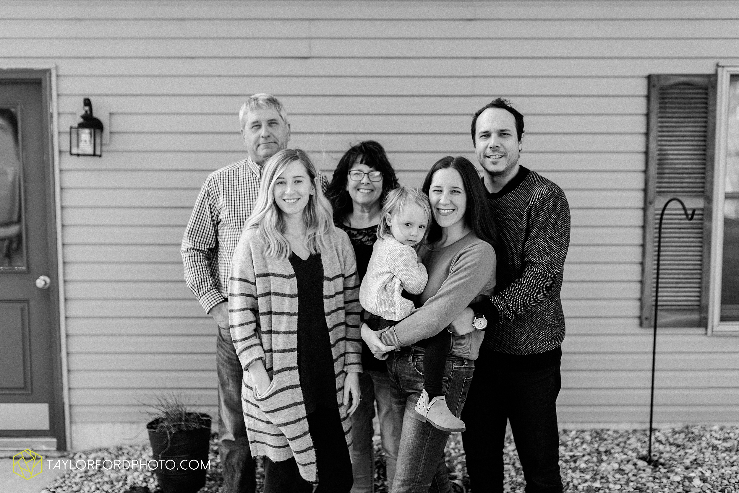 fortney-matthews-extended-family-van-wert-ohio-at-home-family-farm-photography-taylor-ford-hirschy-photographer_2026.jpg