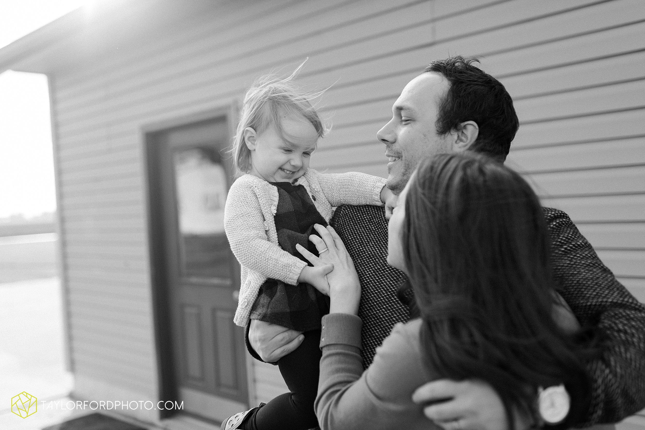 fortney-matthews-extended-family-van-wert-ohio-at-home-family-farm-photography-taylor-ford-hirschy-photographer_2031.jpg