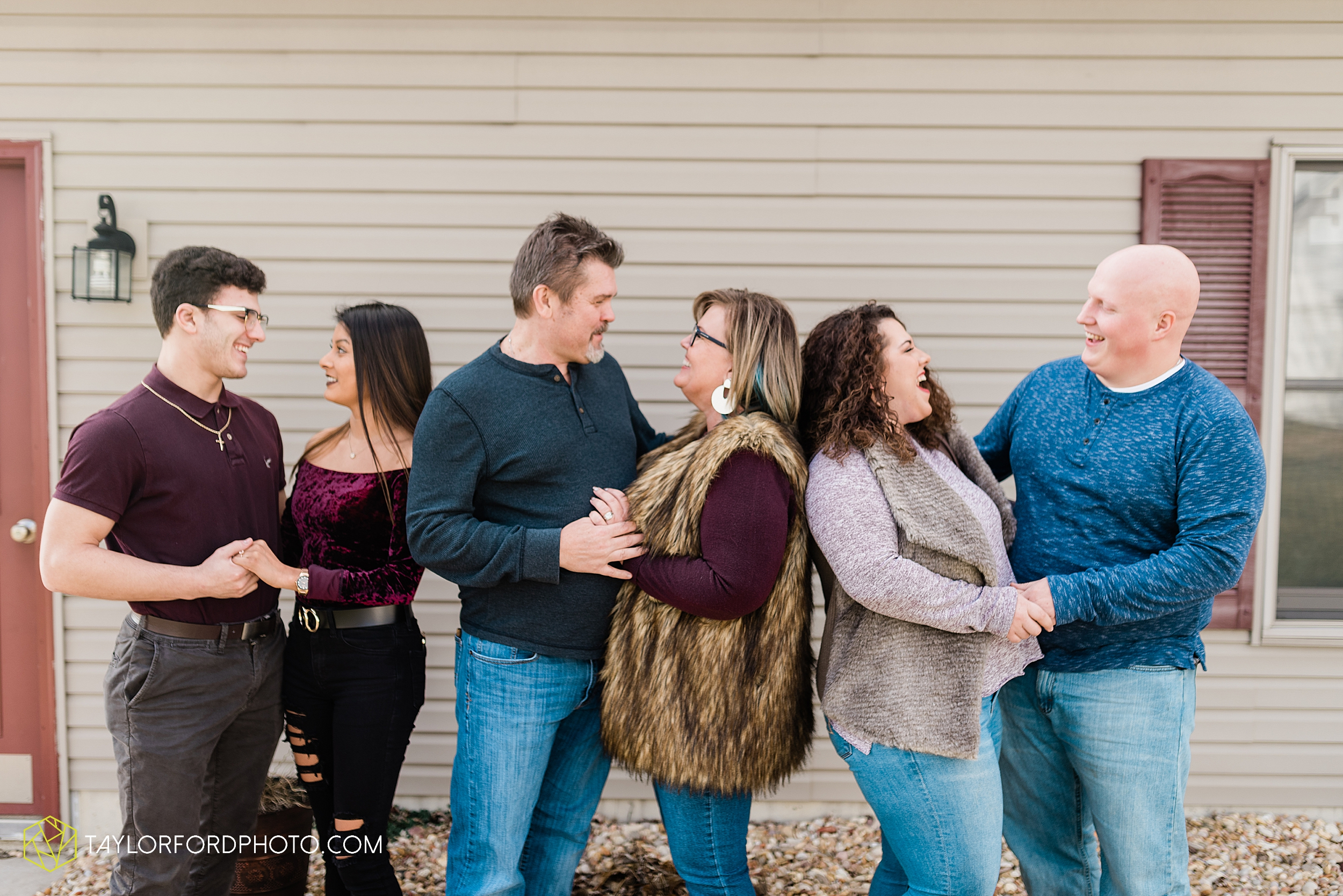 fortney-matthews-extended-family-van-wert-ohio-at-home-family-farm-photography-taylor-ford-hirschy-photographer_2034.jpg
