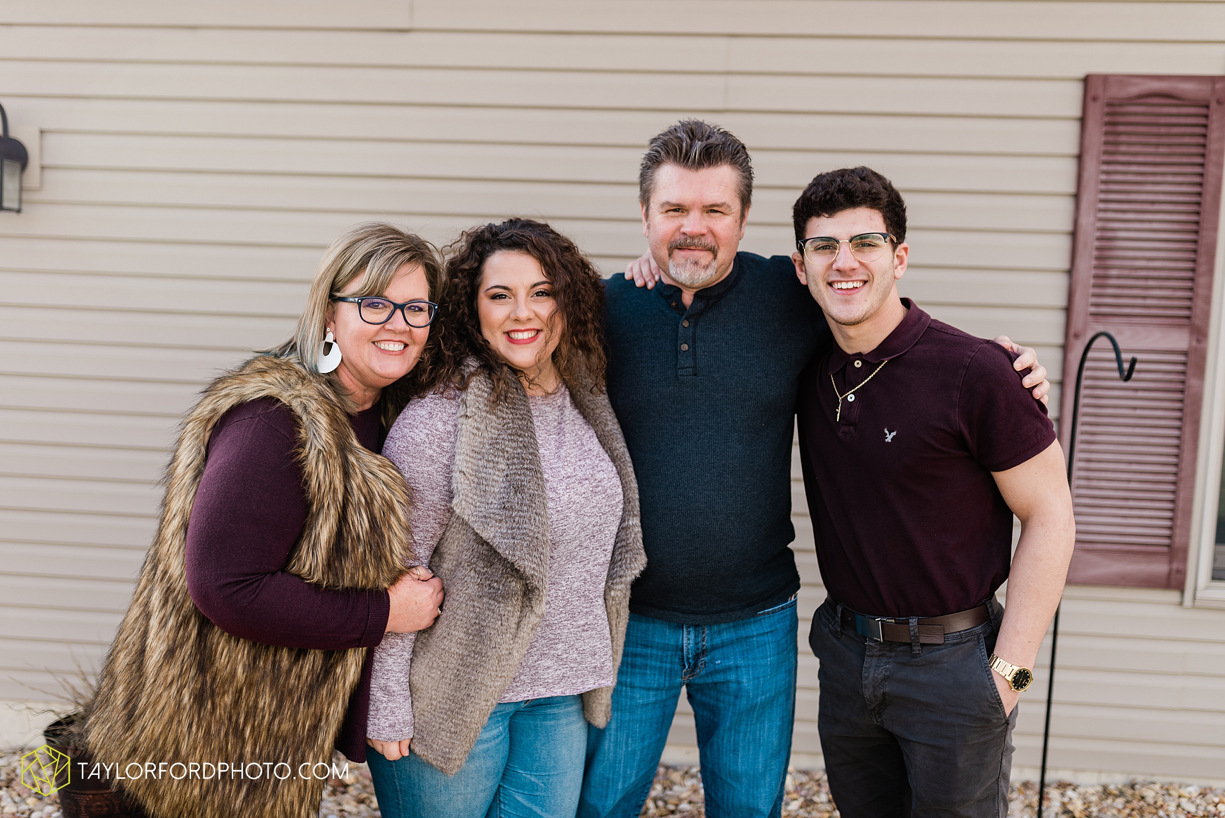 fortney-matthews-extended-family-van-wert-ohio-at-home-family-farm-photography-taylor-ford-hirschy-photographer_2042.jpg