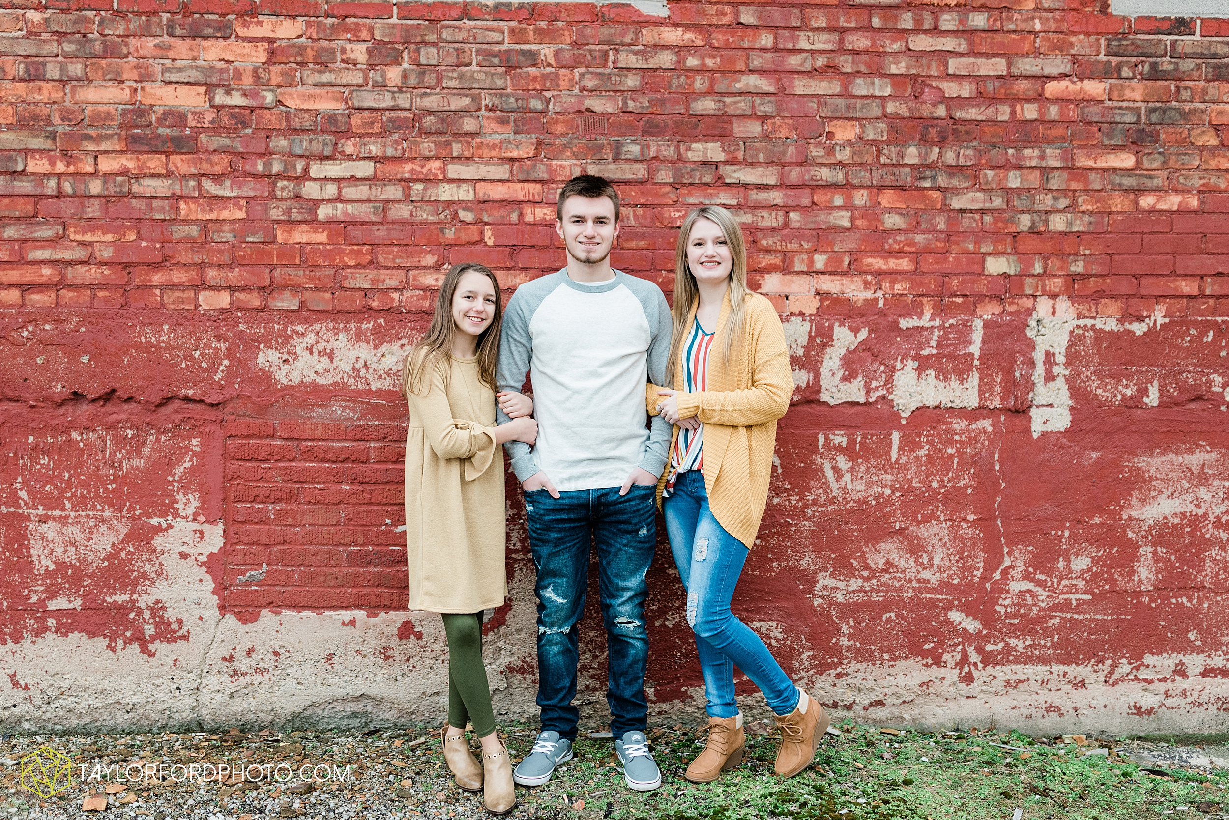 thompson-extended-family-van-wert-ohio-downtown-family-photography-taylor-ford-hirschy-photographer_2065.jpg