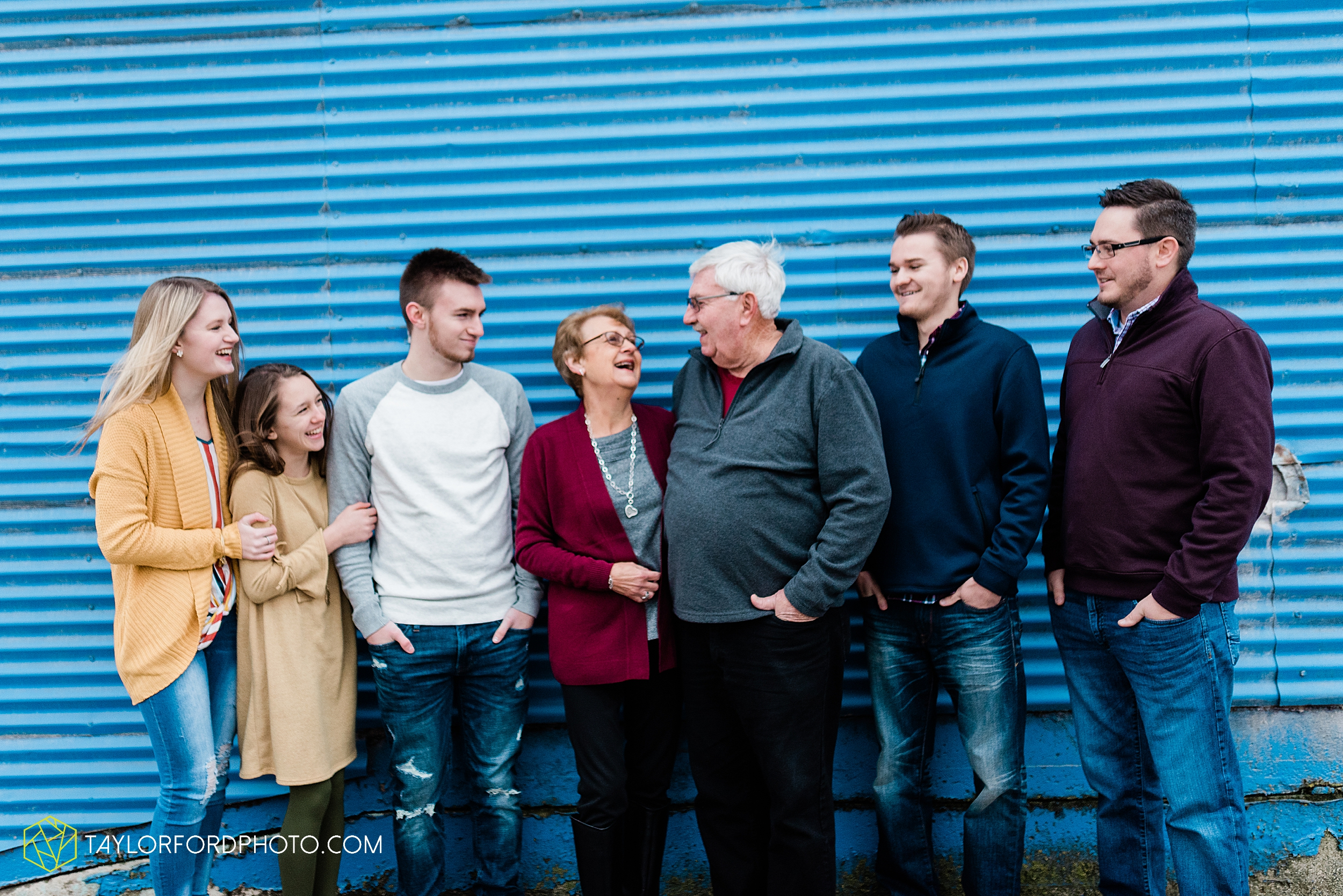thompson-extended-family-van-wert-ohio-downtown-family-photography-taylor-ford-hirschy-photographer_2068.jpg