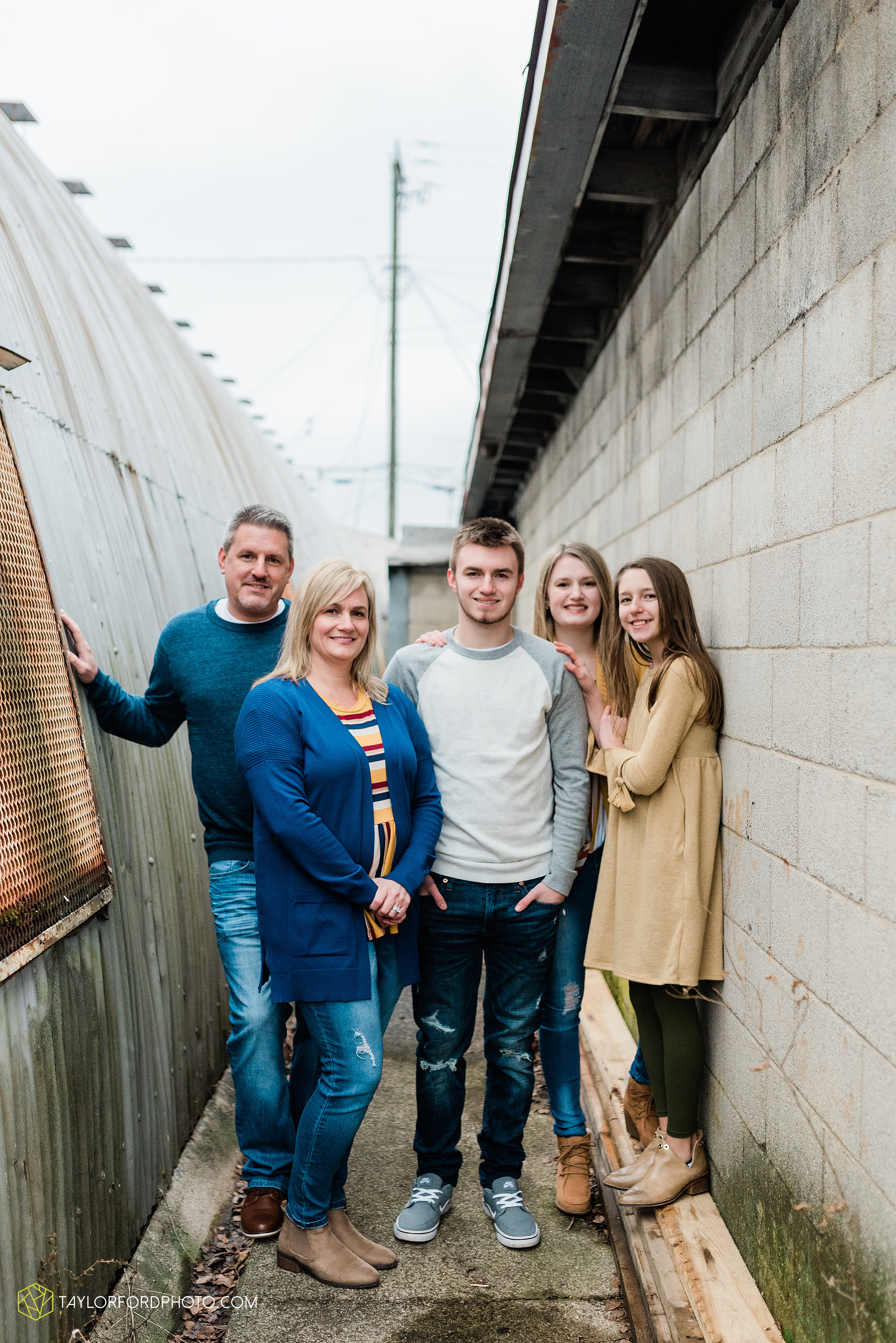 thompson-extended-family-van-wert-ohio-downtown-family-photography-taylor-ford-hirschy-photographer_2074.jpg