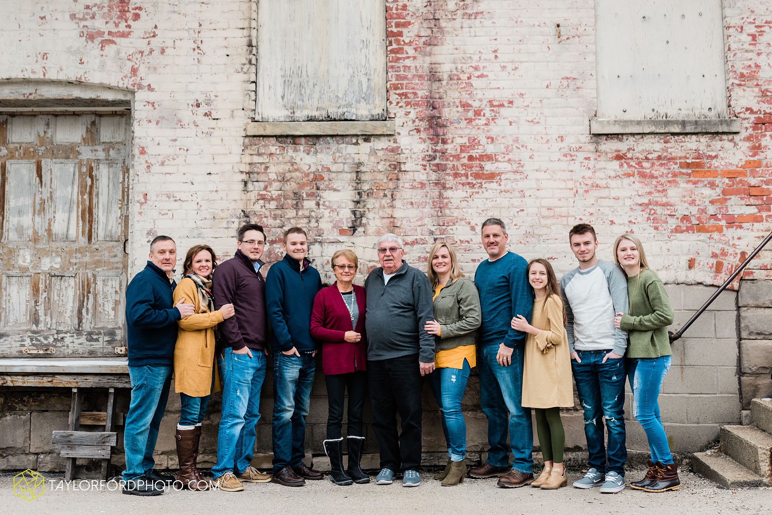 thompson-extended-family-van-wert-ohio-downtown-family-photography-taylor-ford-hirschy-photographer_2087.jpg
