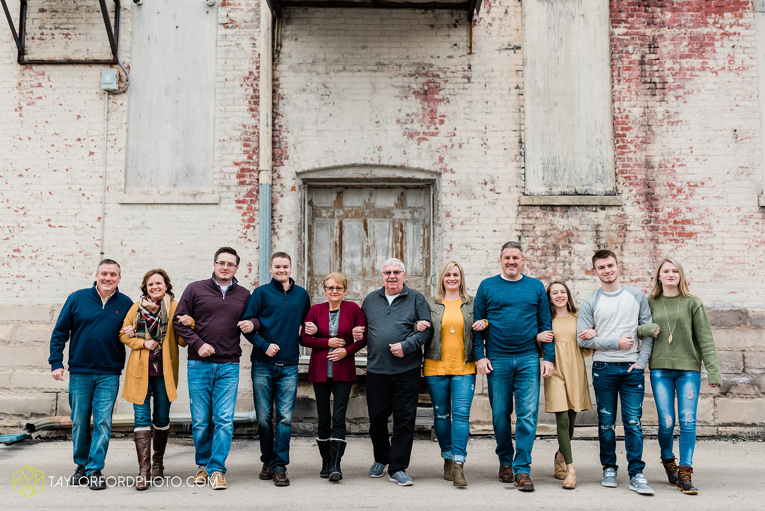 thompson-extended-family-van-wert-ohio-downtown-family-photography-taylor-ford-hirschy-photographer_2088.jpg