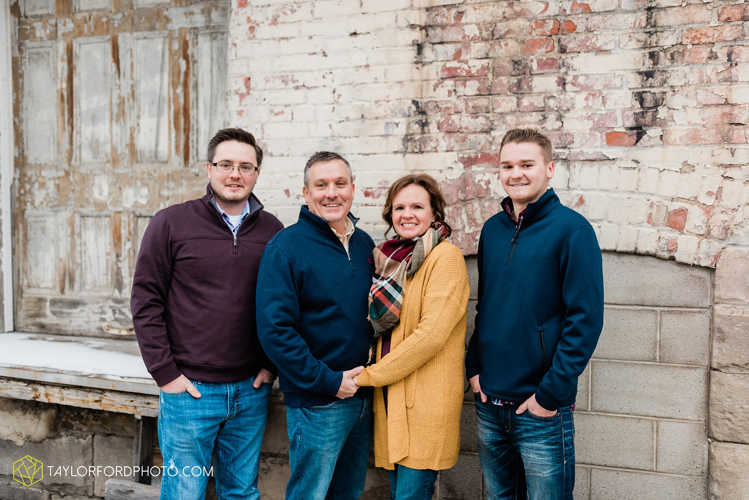 thompson-extended-family-van-wert-ohio-downtown-family-photography-taylor-ford-hirschy-photographer_2091.jpg