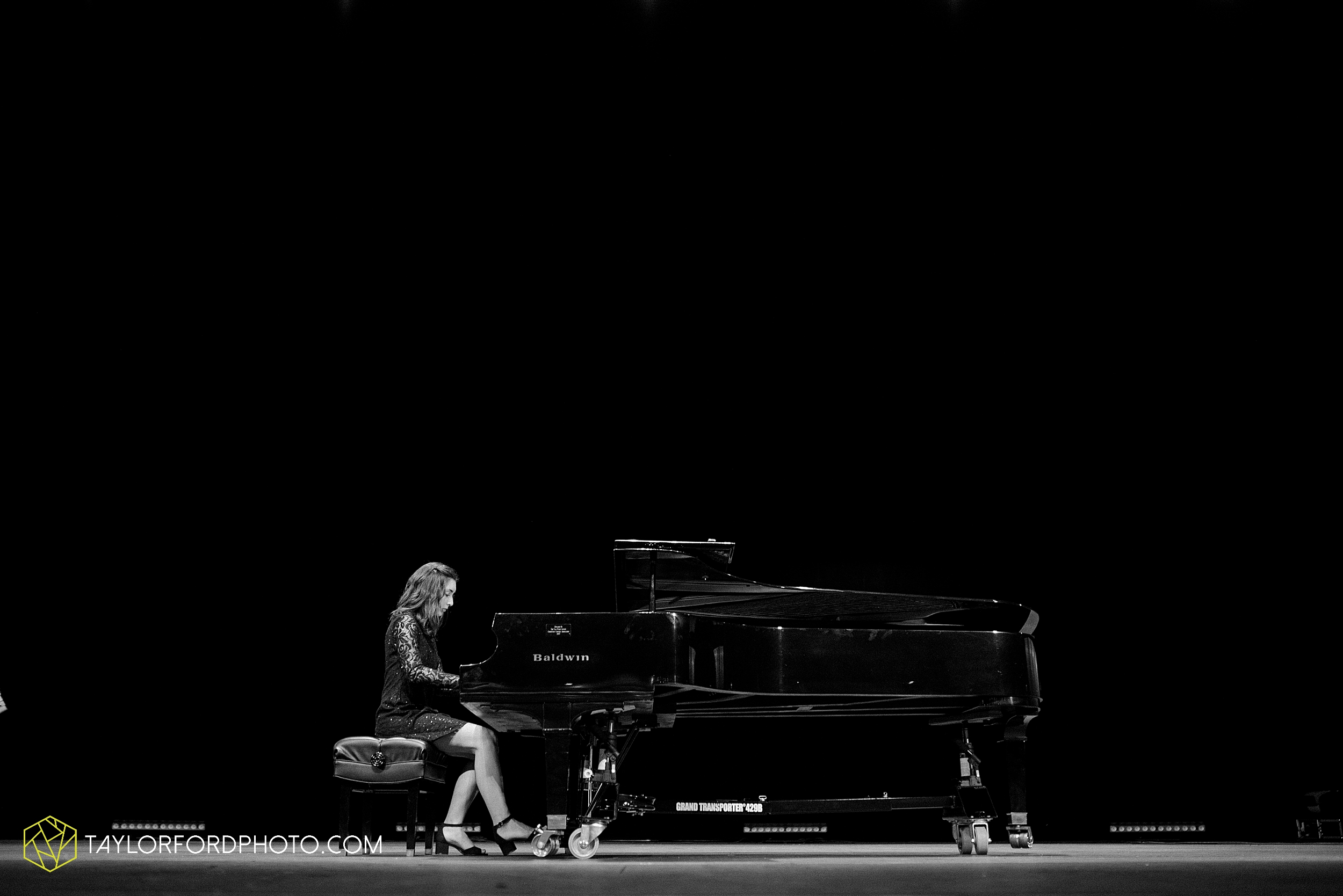 niswonger-performing-arts-center-senior-grand-piano-van-wert-ohio-photography-taylor-ford-hirschy-photographer_2110.jpg