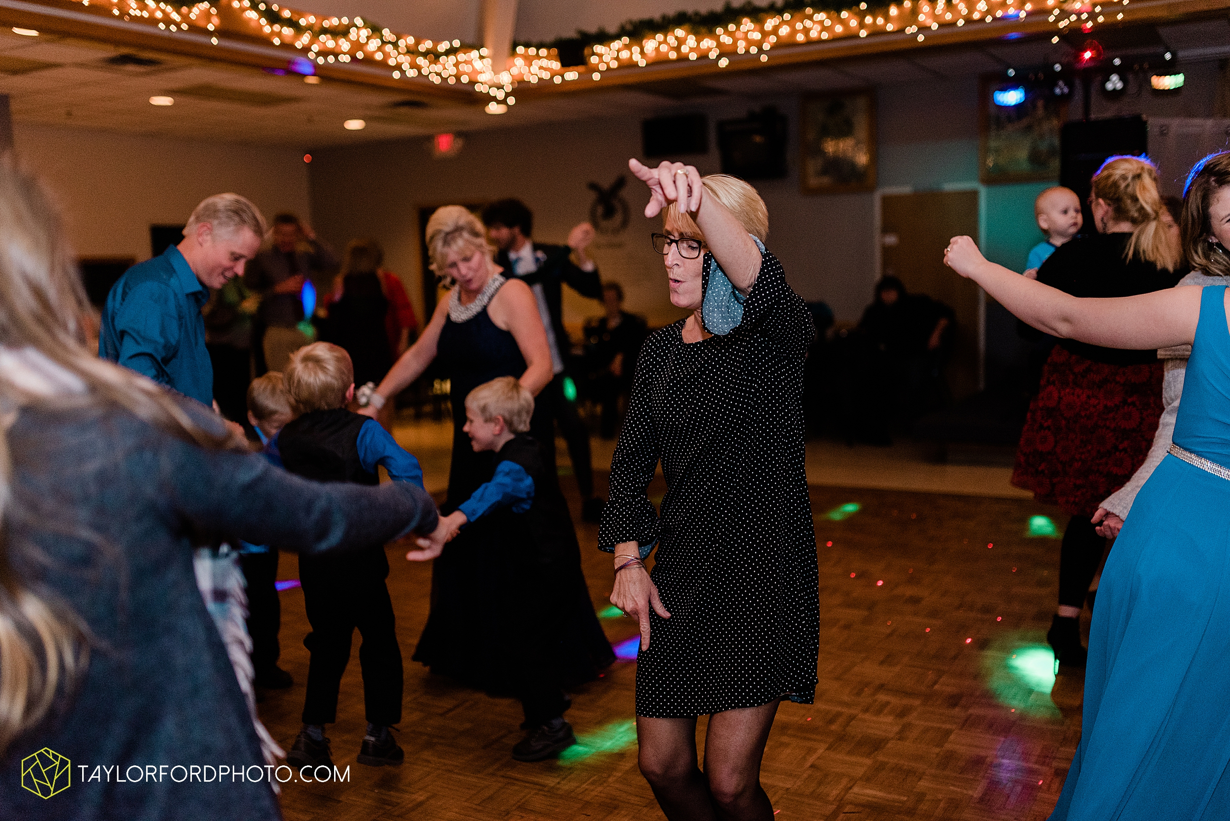 pleasant-view-church-christmas-celina-fraternal-order-of-eagles-reception-wedding-wren-willshire-van-wert-ohio-photography-taylor-ford-hirschy-photographer_2207.jpg
