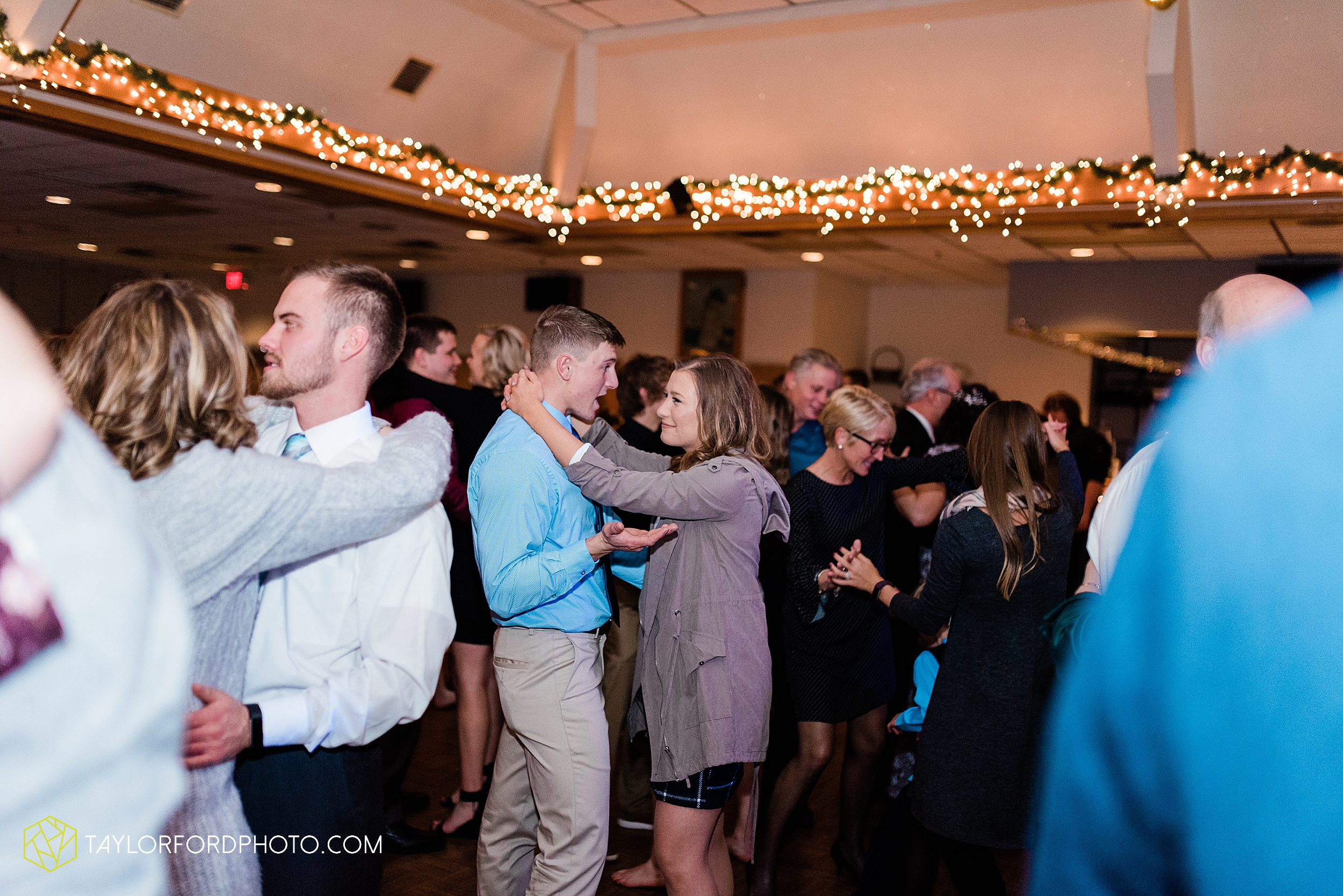 pleasant-view-church-christmas-celina-fraternal-order-of-eagles-reception-wedding-wren-willshire-van-wert-ohio-photography-taylor-ford-hirschy-photographer_2210.jpg