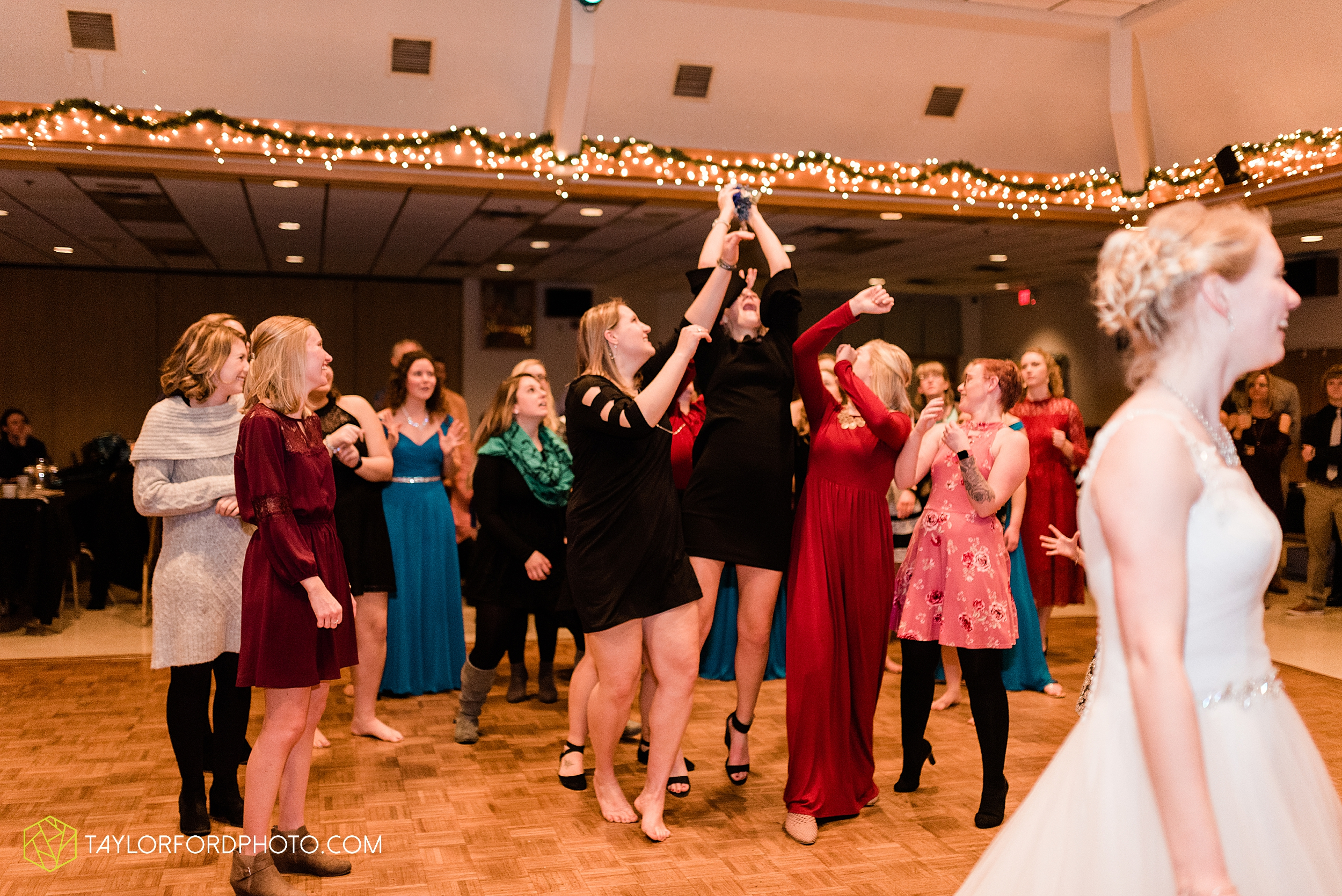 pleasant-view-church-christmas-celina-fraternal-order-of-eagles-reception-wedding-wren-willshire-van-wert-ohio-photography-taylor-ford-hirschy-photographer_2214.jpg