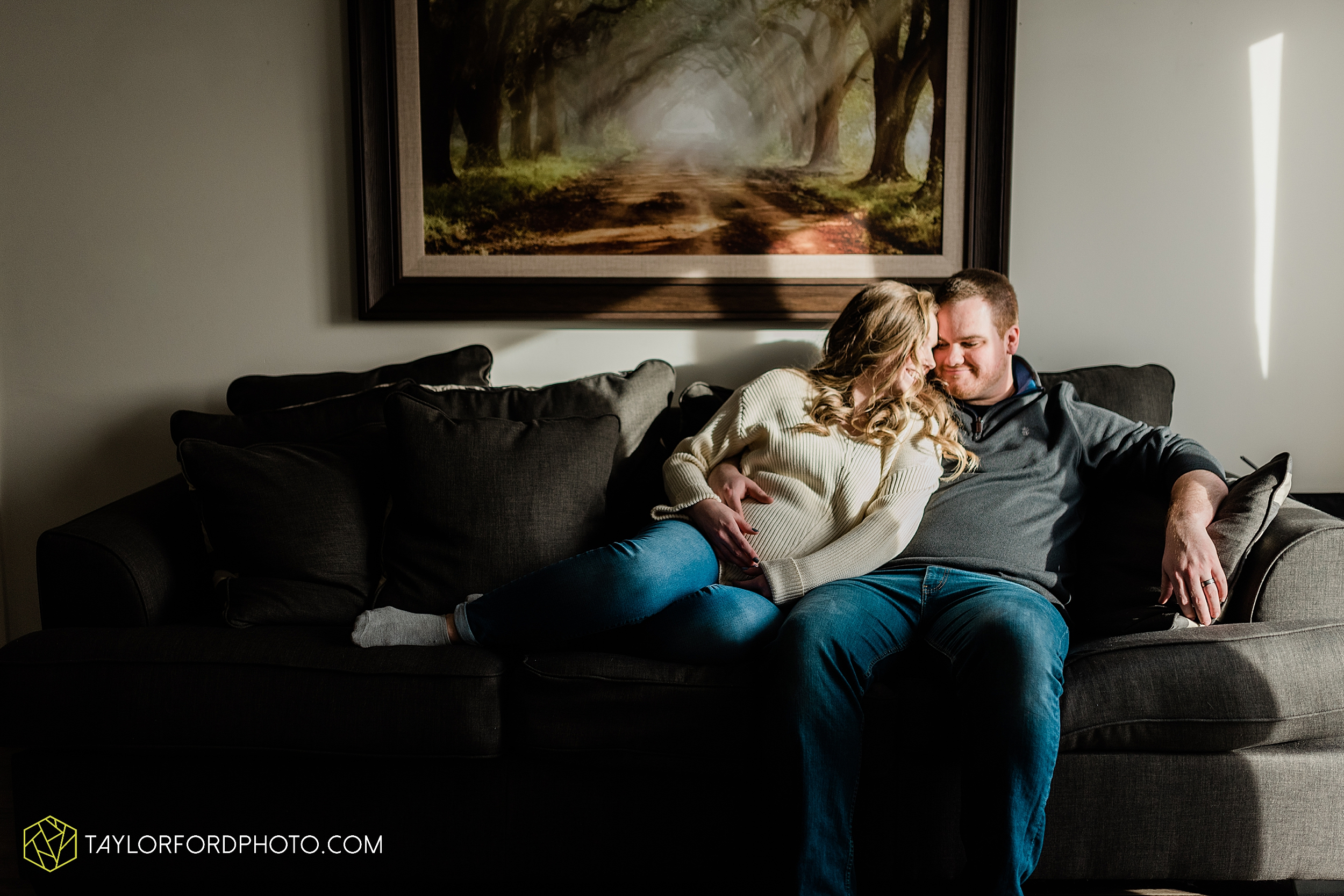 schafer-maternity-pregnant-at-home-fort-wayne-indiana-photography-taylor-ford-hirschy-photographer_2255.jpg