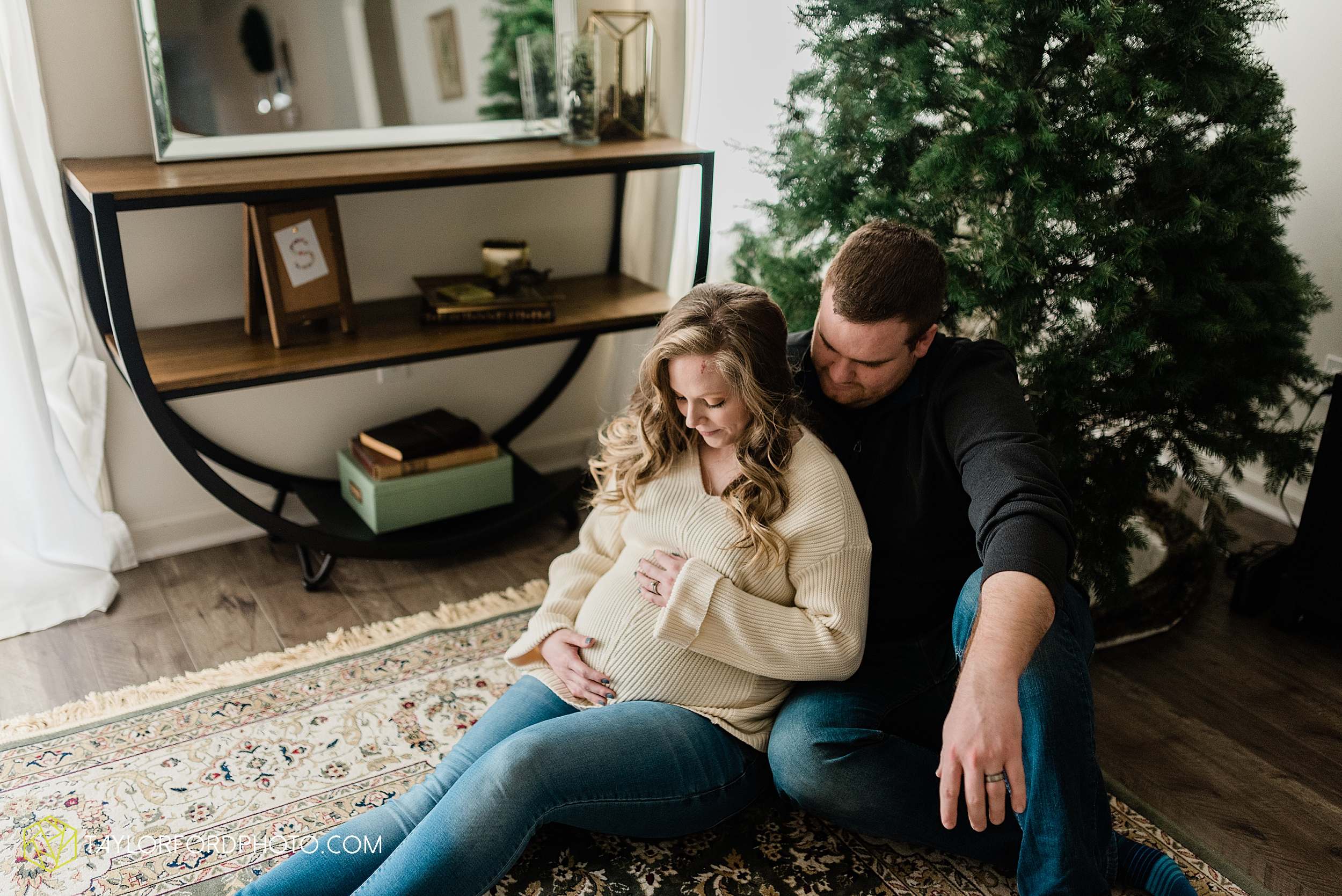 schafer-maternity-pregnant-at-home-fort-wayne-indiana-photography-taylor-ford-hirschy-photographer_2262.jpg