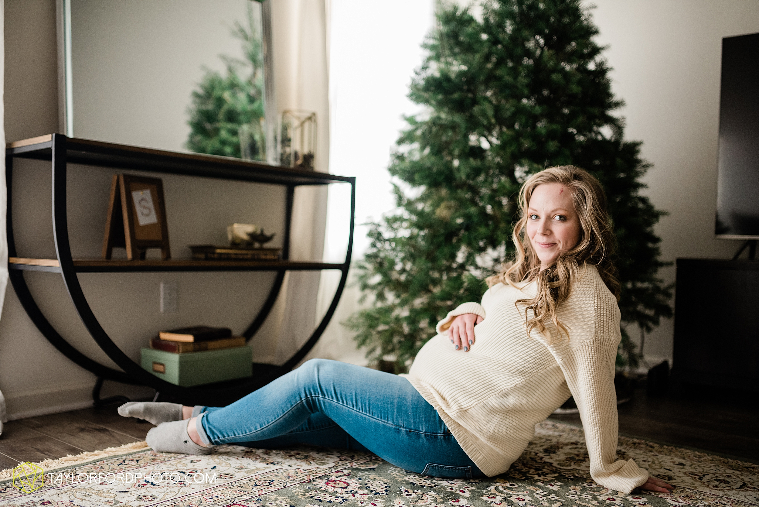 schafer-maternity-pregnant-at-home-fort-wayne-indiana-photography-taylor-ford-hirschy-photographer_2263.jpg