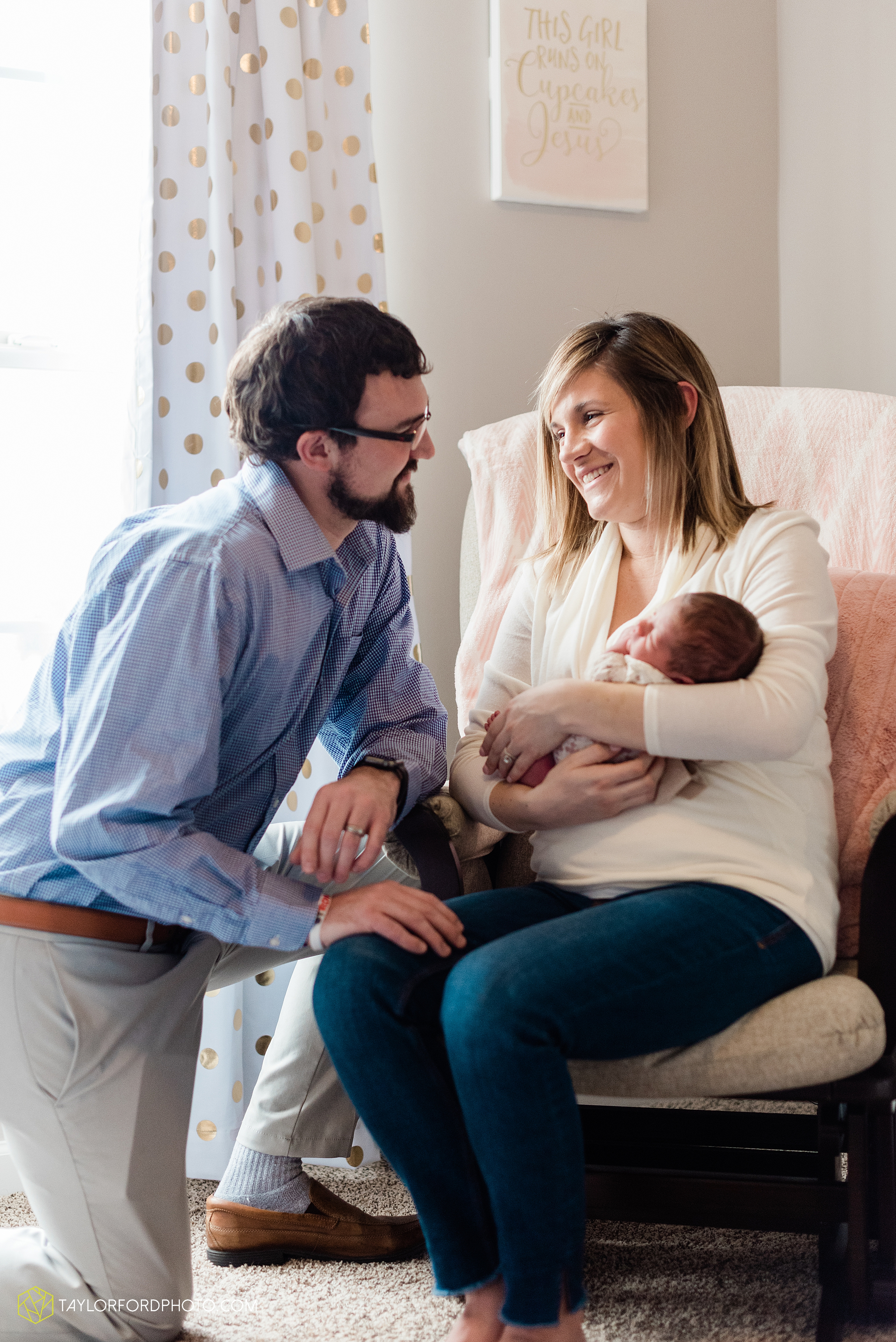 ashley-aaron-noraa-lifestyle-at-home-family-newborn-blacklick-columbus-ohio-photography-taylor-ford-hirschy-photographer_2327.jpg
