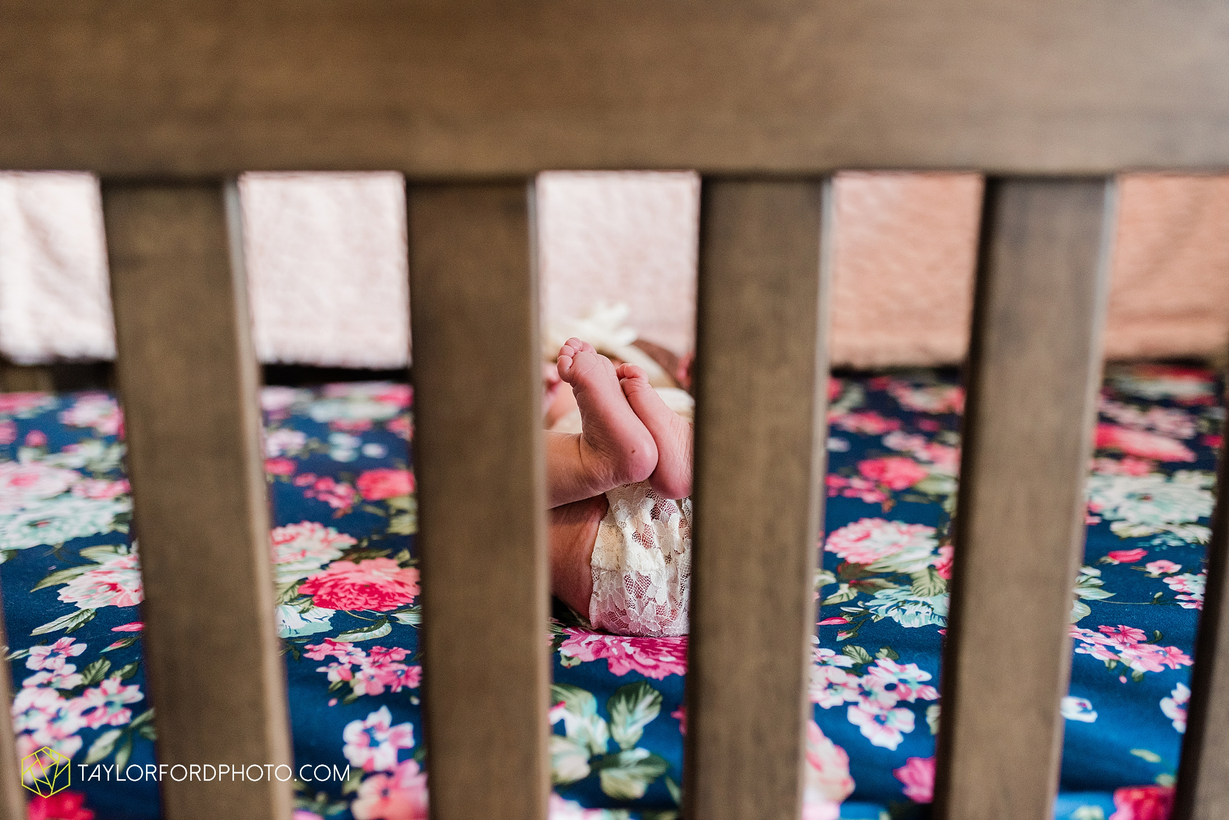 ashley-aaron-noraa-lifestyle-at-home-family-newborn-blacklick-columbus-ohio-photography-taylor-ford-hirschy-photographer_2331.jpg
