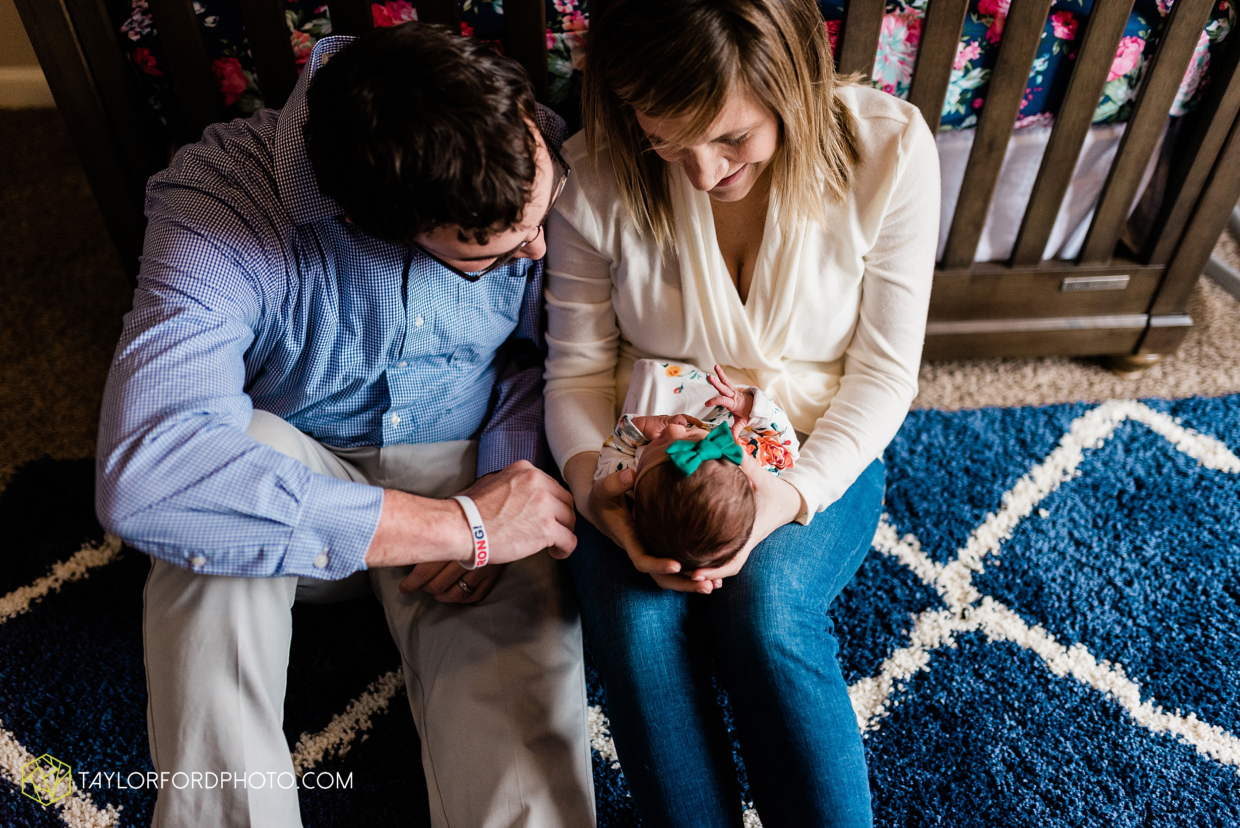 ashley-aaron-noraa-lifestyle-at-home-family-newborn-blacklick-columbus-ohio-photography-taylor-ford-hirschy-photographer_2334.jpg