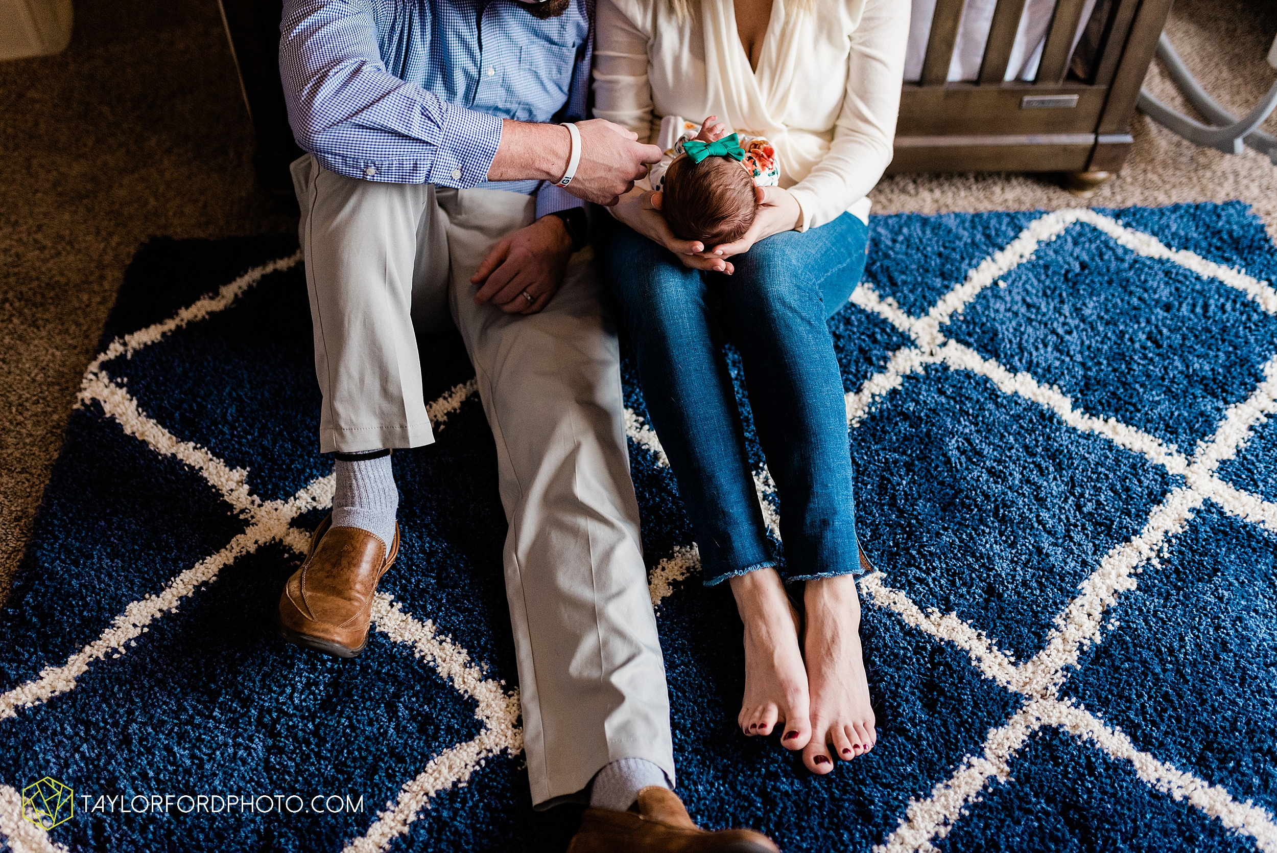 ashley-aaron-noraa-lifestyle-at-home-family-newborn-blacklick-columbus-ohio-photography-taylor-ford-hirschy-photographer_2335.jpg