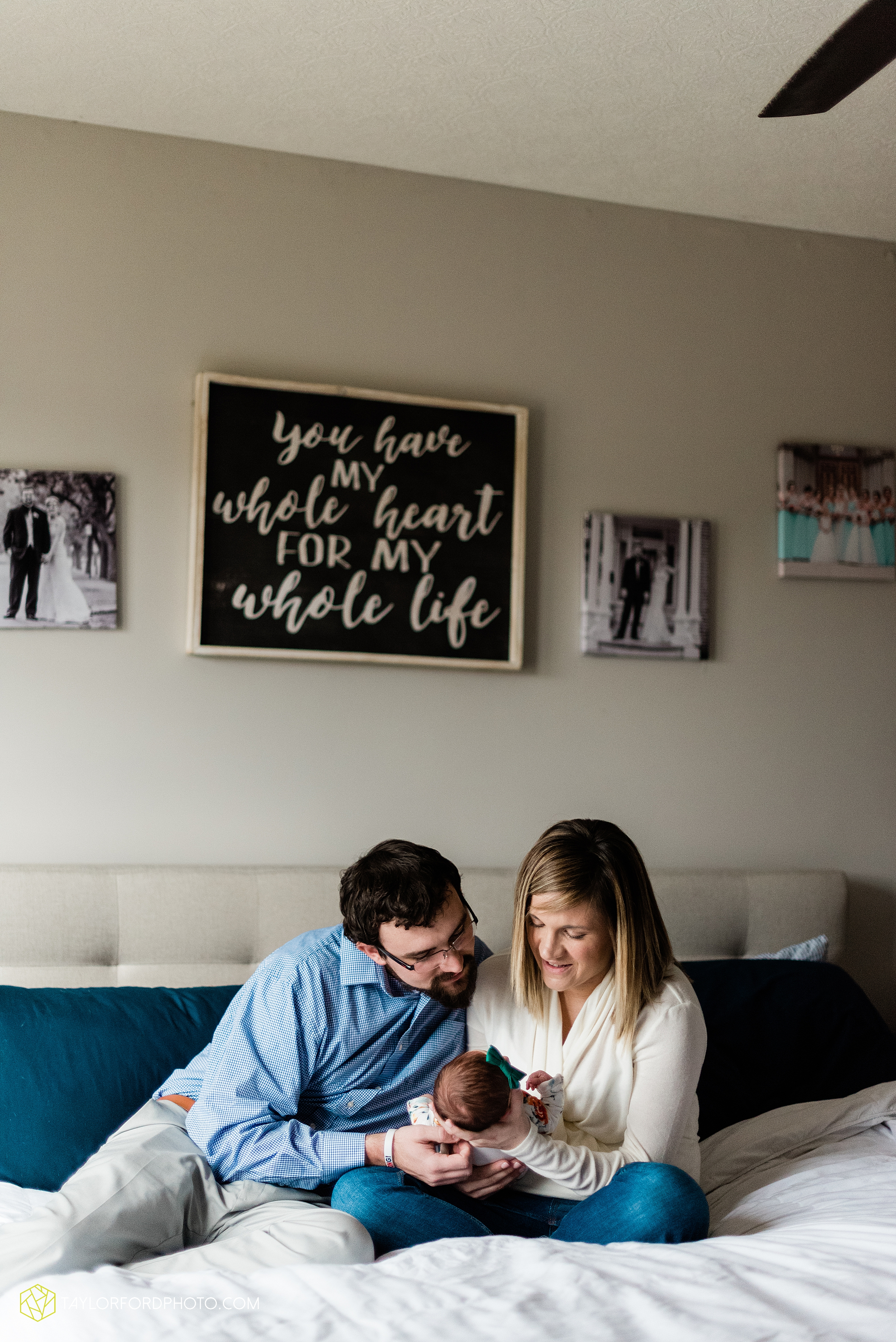 ashley-aaron-noraa-lifestyle-at-home-family-newborn-blacklick-columbus-ohio-photography-taylor-ford-hirschy-photographer_2339.jpg
