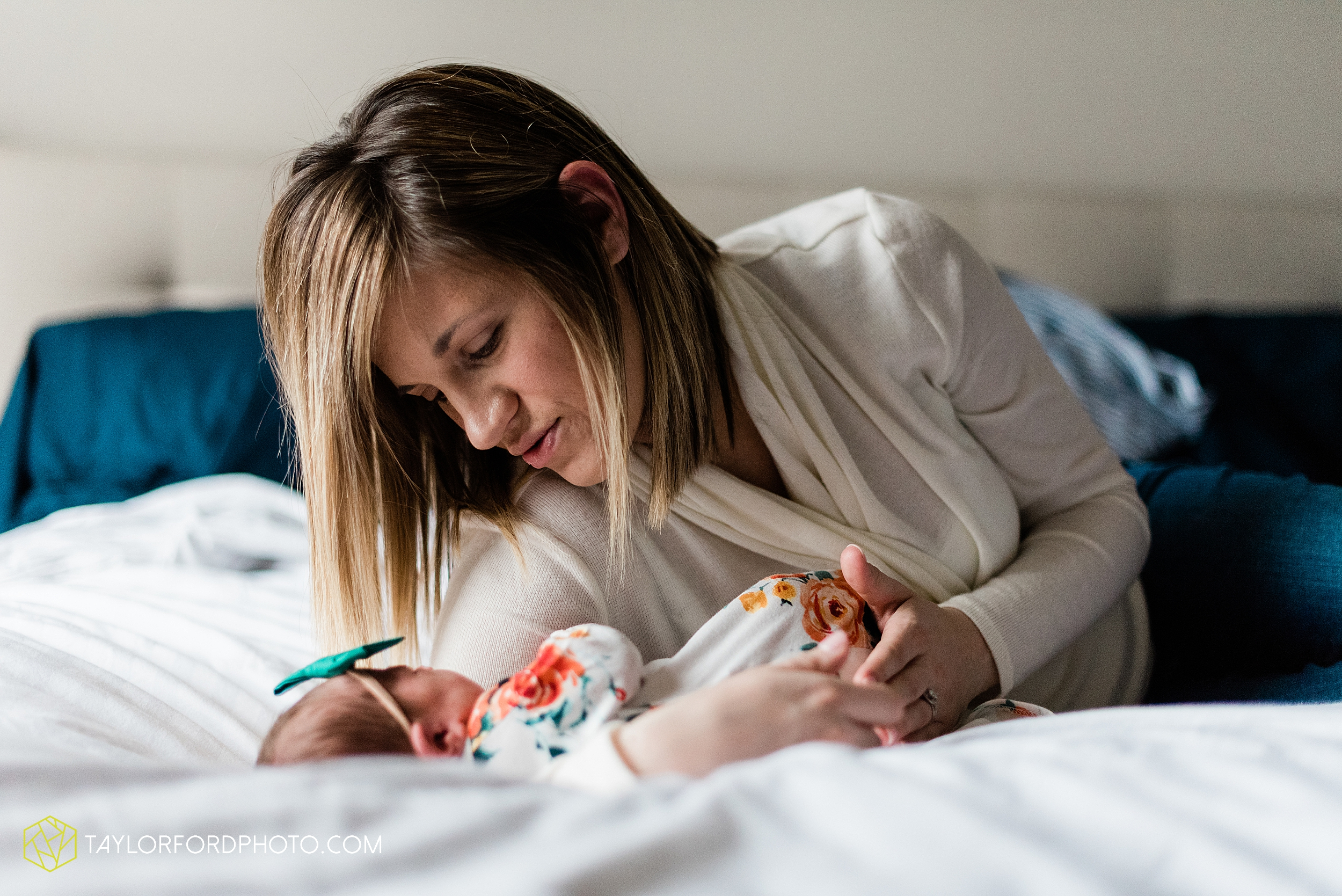 ashley-aaron-noraa-lifestyle-at-home-family-newborn-blacklick-columbus-ohio-photography-taylor-ford-hirschy-photographer_2342.jpg