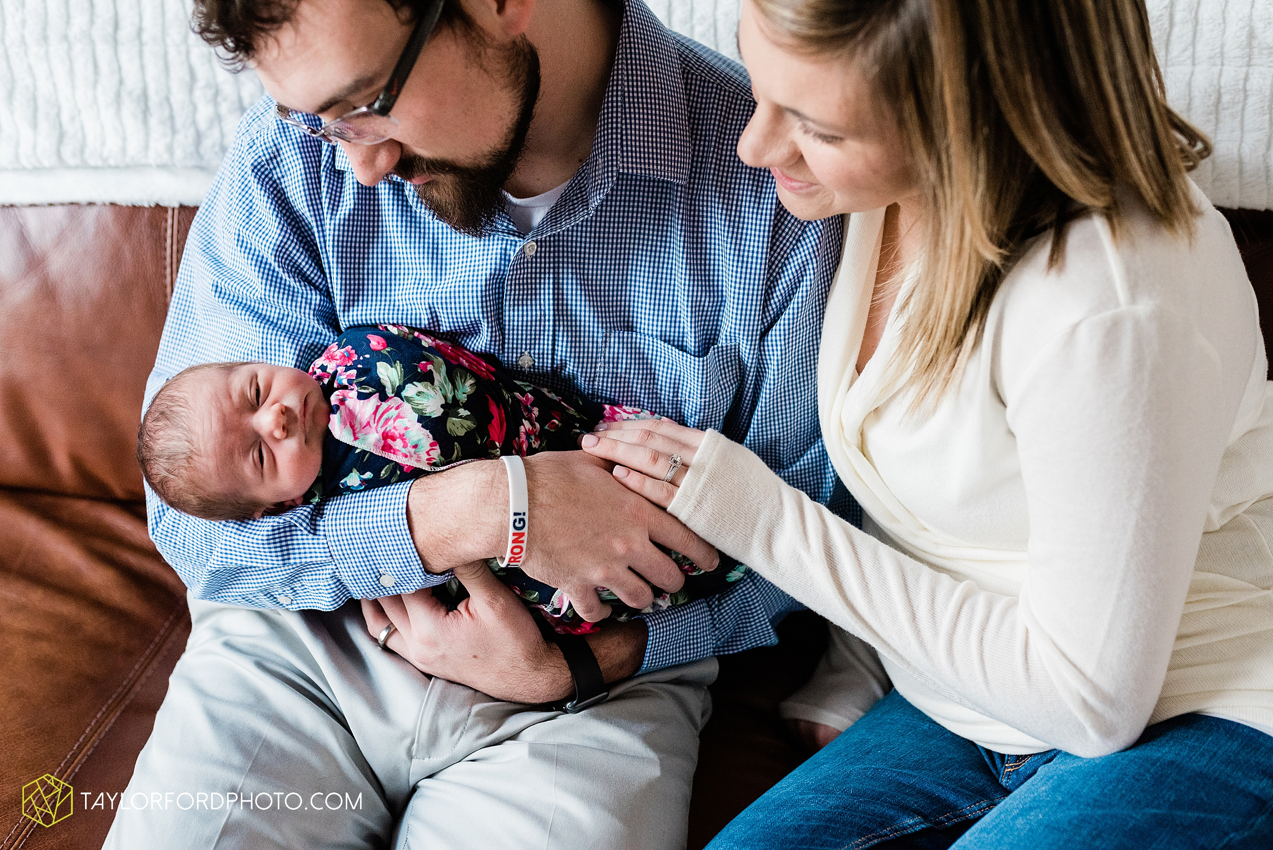 ashley-aaron-noraa-lifestyle-at-home-family-newborn-blacklick-columbus-ohio-photography-taylor-ford-hirschy-photographer_2345.jpg