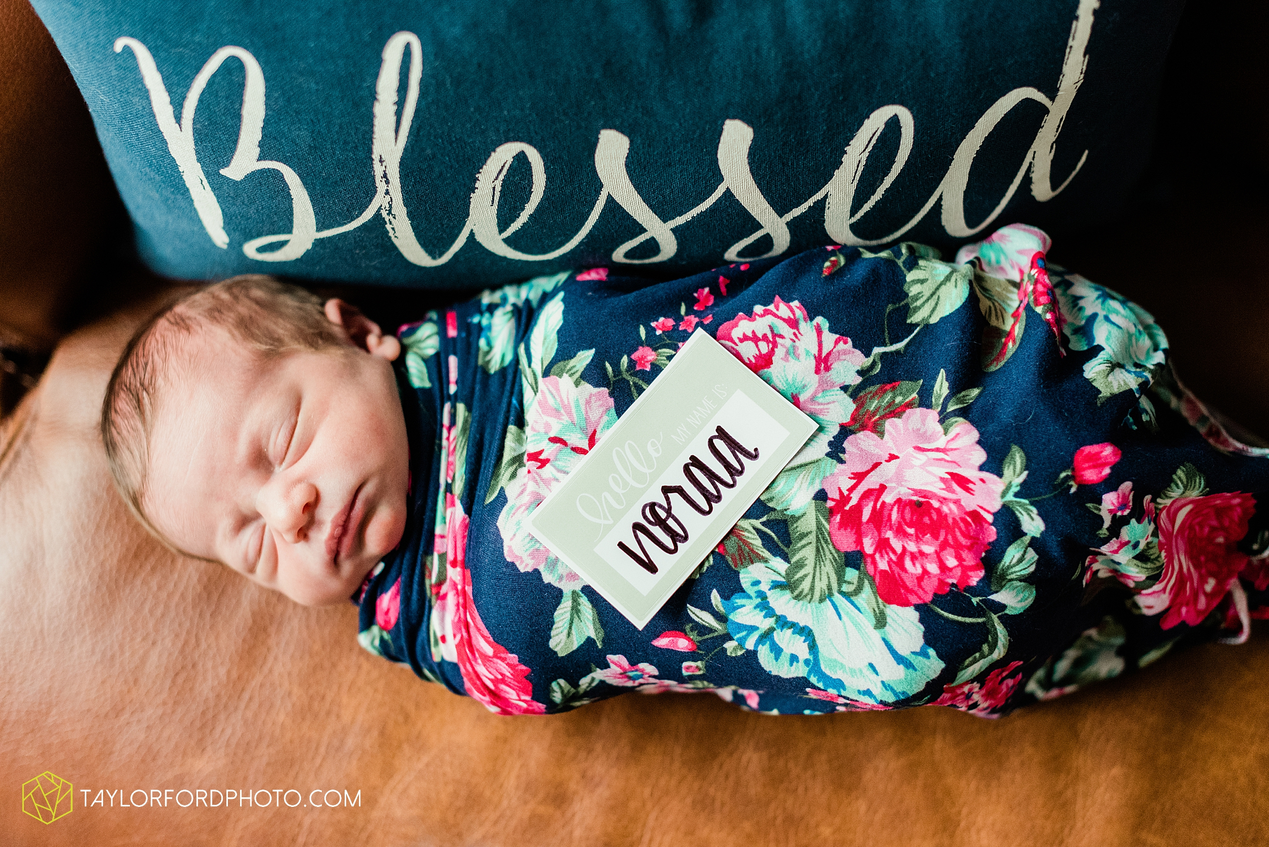 ashley-aaron-noraa-lifestyle-at-home-family-newborn-blacklick-columbus-ohio-photography-taylor-ford-hirschy-photographer_2348.jpg