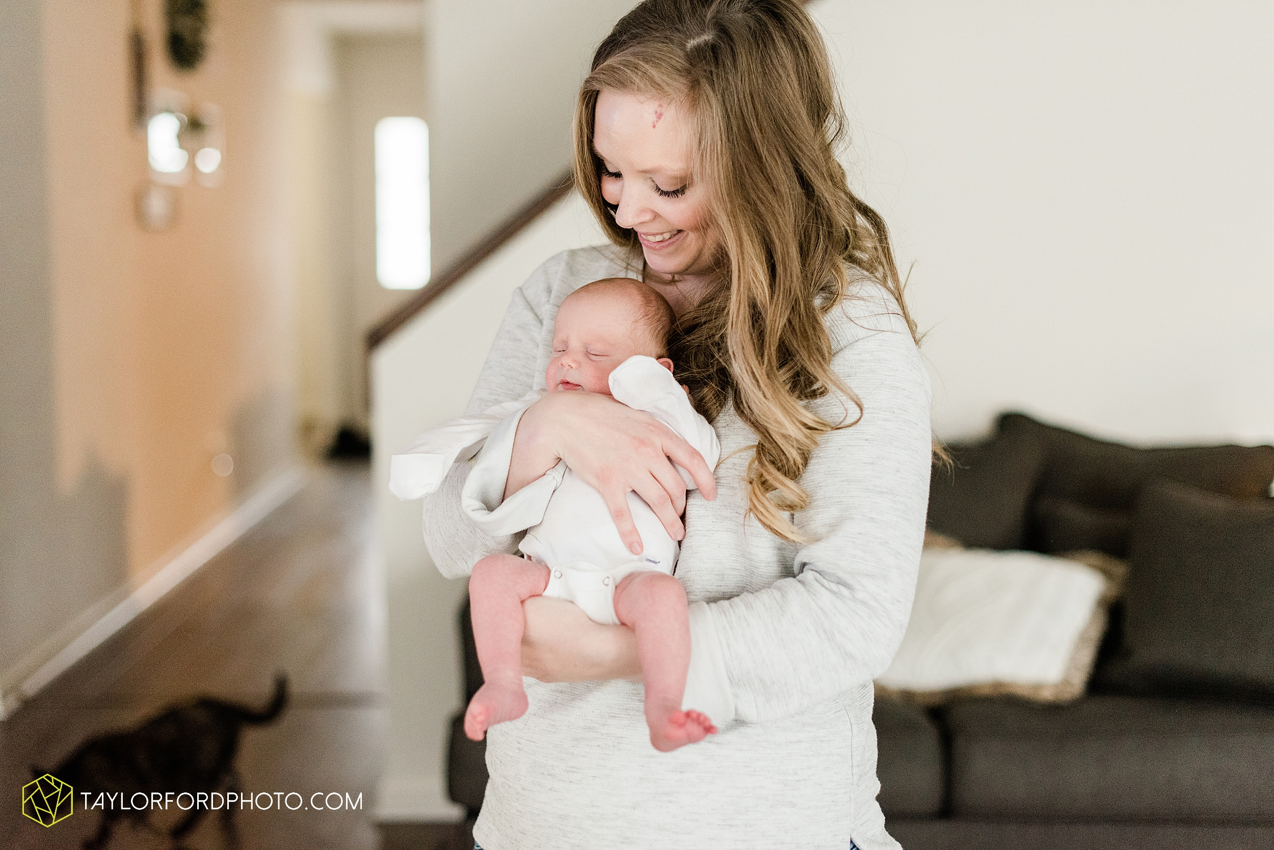 sarah-austin-harrison-lifestyle-at-home-family-newborn-fort-wayne-indiana-photography-taylor-ford-hirschy-photographer_2365.jpg