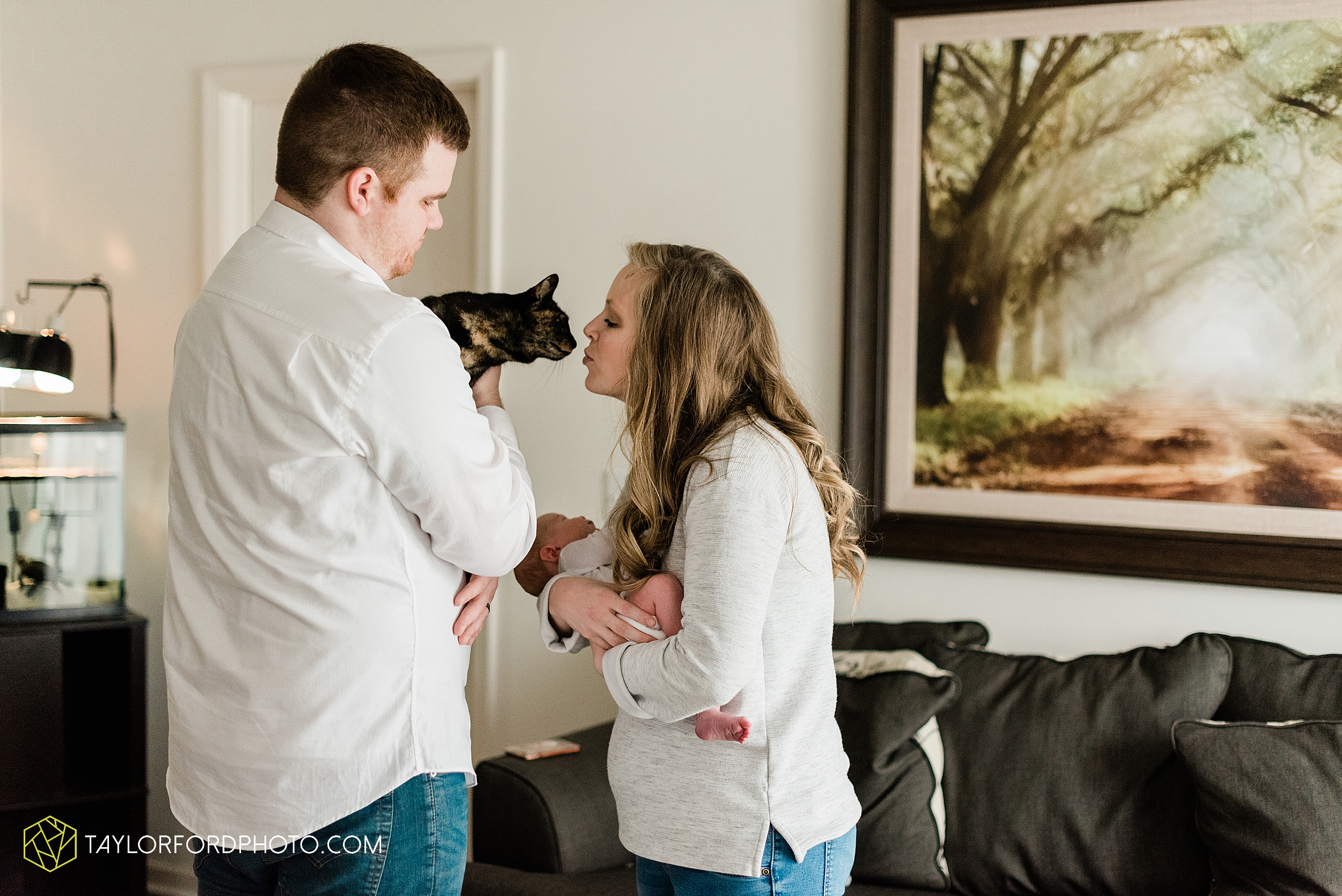 sarah-austin-harrison-lifestyle-at-home-family-newborn-fort-wayne-indiana-photography-taylor-ford-hirschy-photographer_2364.jpg