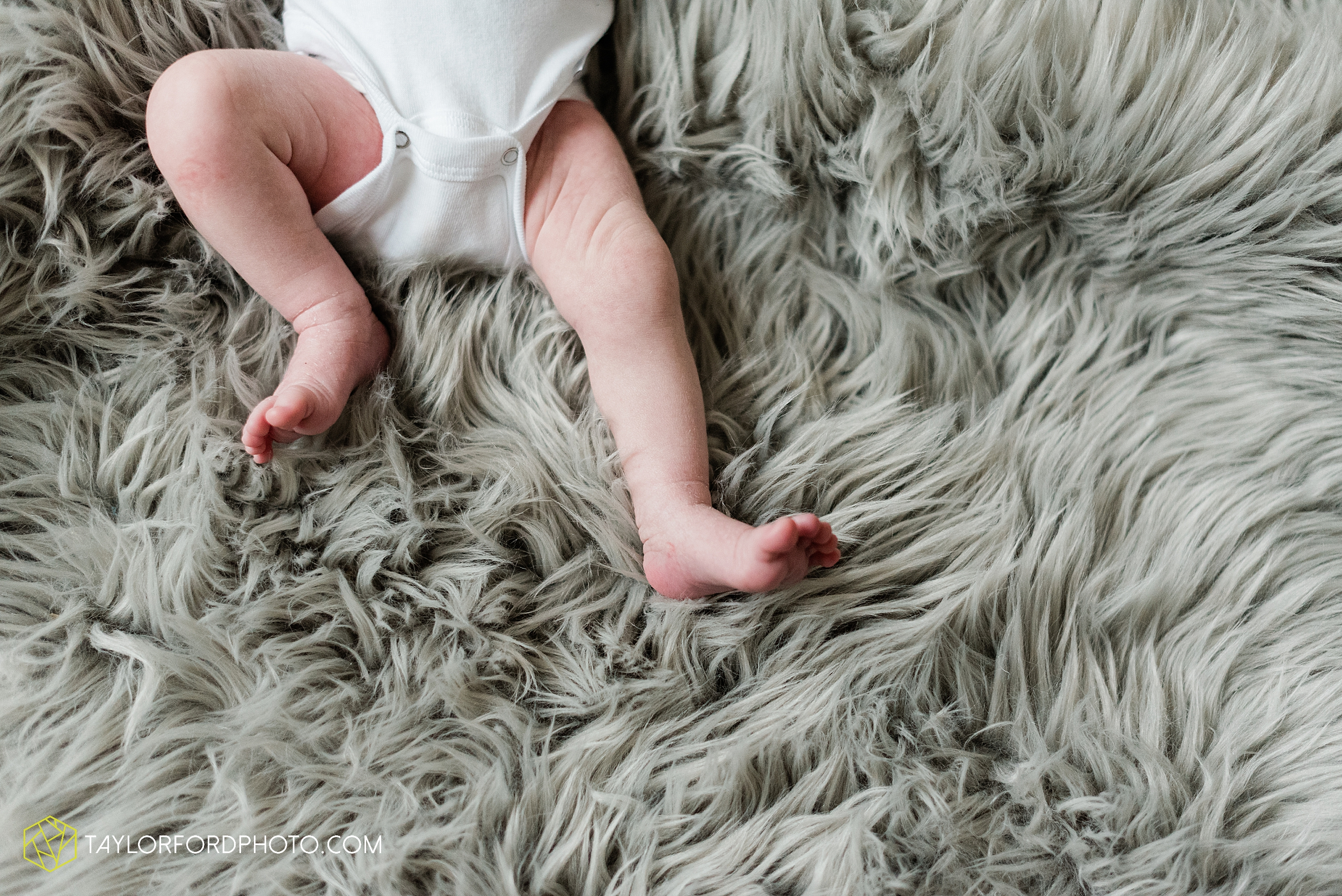 sarah-austin-harrison-lifestyle-at-home-family-newborn-fort-wayne-indiana-photography-taylor-ford-hirschy-photographer_2369.jpg