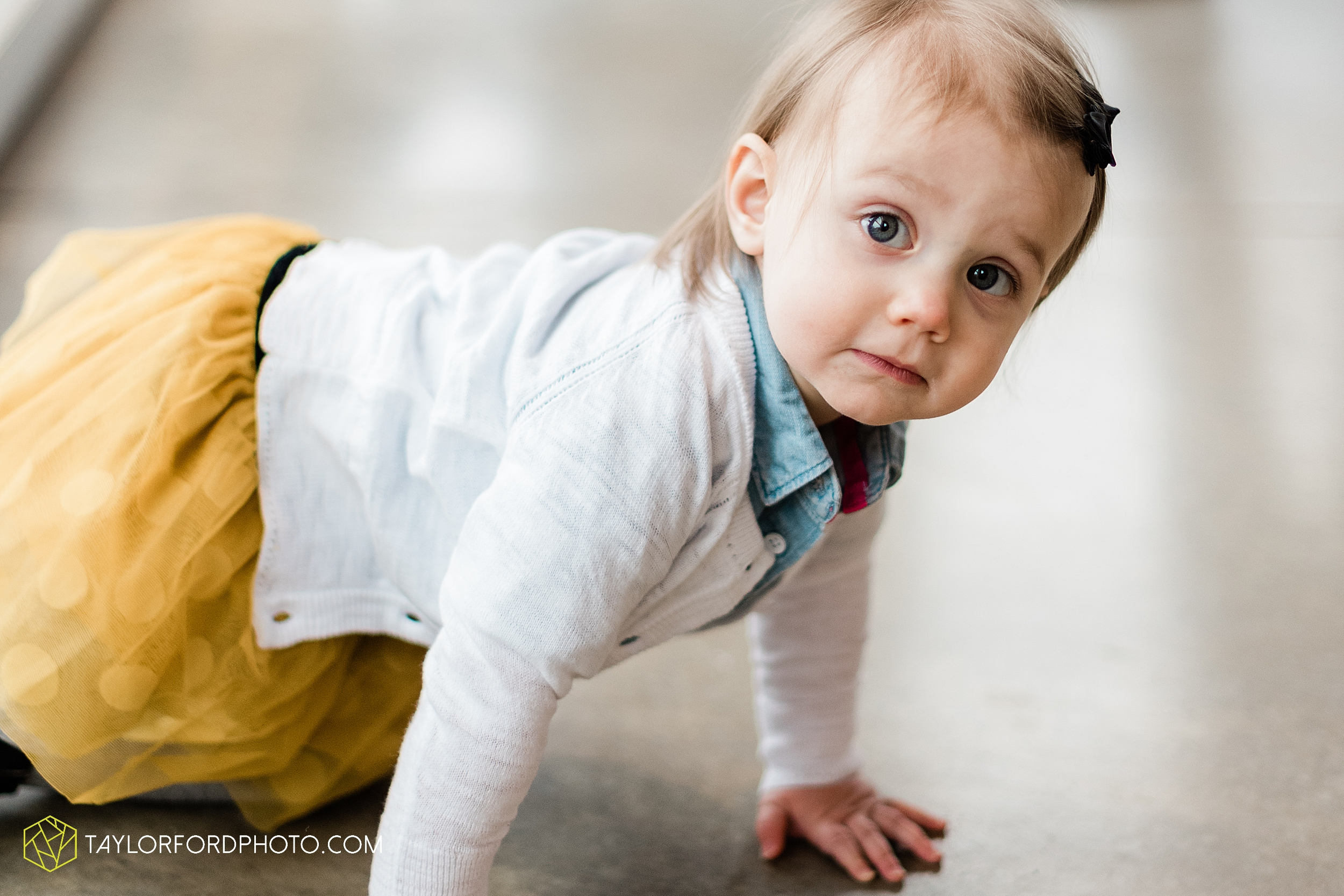 starbucks-one-1-year-old-brita-downtown-grand-wayne-at-home-family-fort-wayne-indiana-photography-taylor-ford-hirschy-photographer_2395.jpg