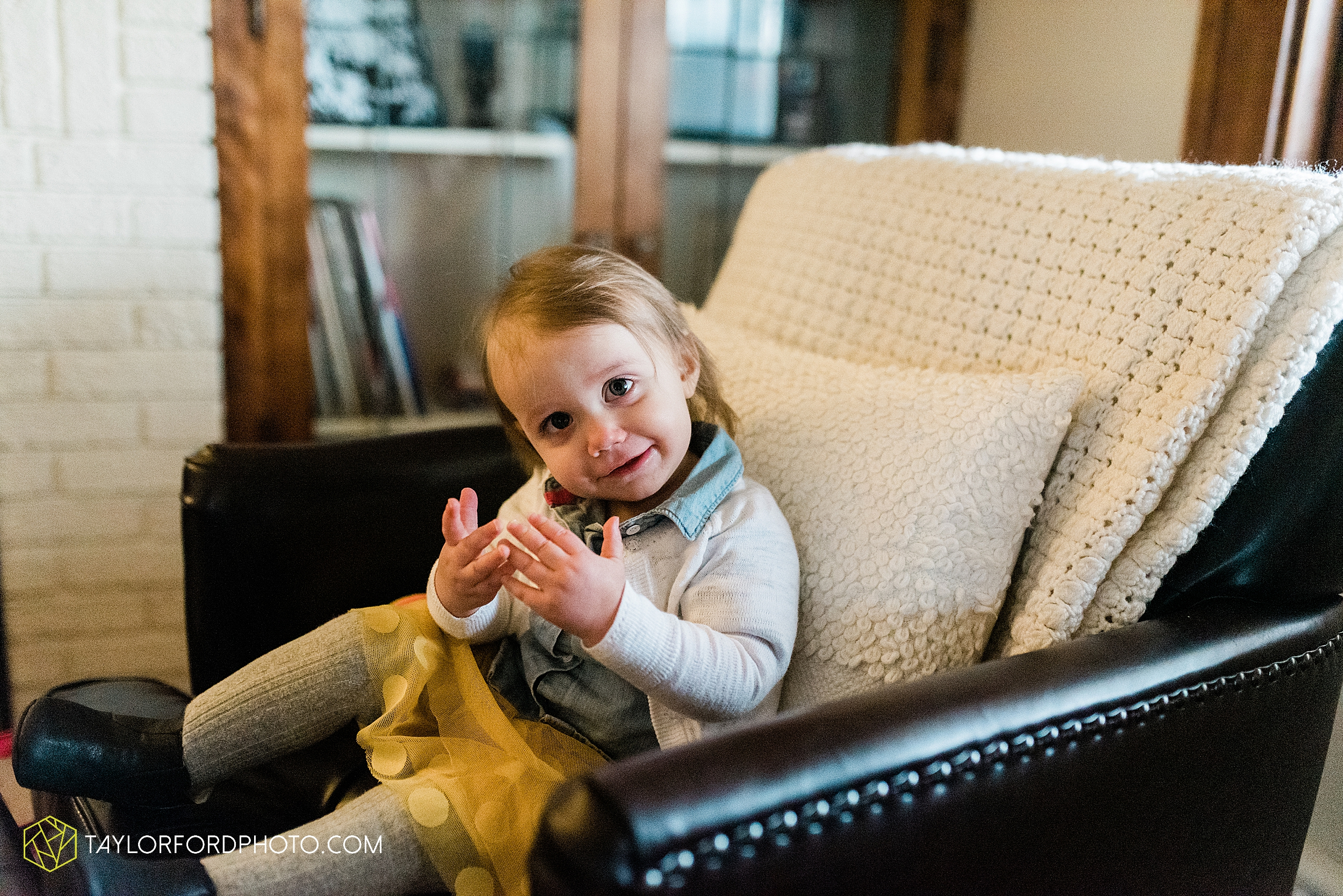 starbucks-one-1-year-old-brita-downtown-grand-wayne-at-home-family-fort-wayne-indiana-photography-taylor-ford-hirschy-photographer_2409.jpg