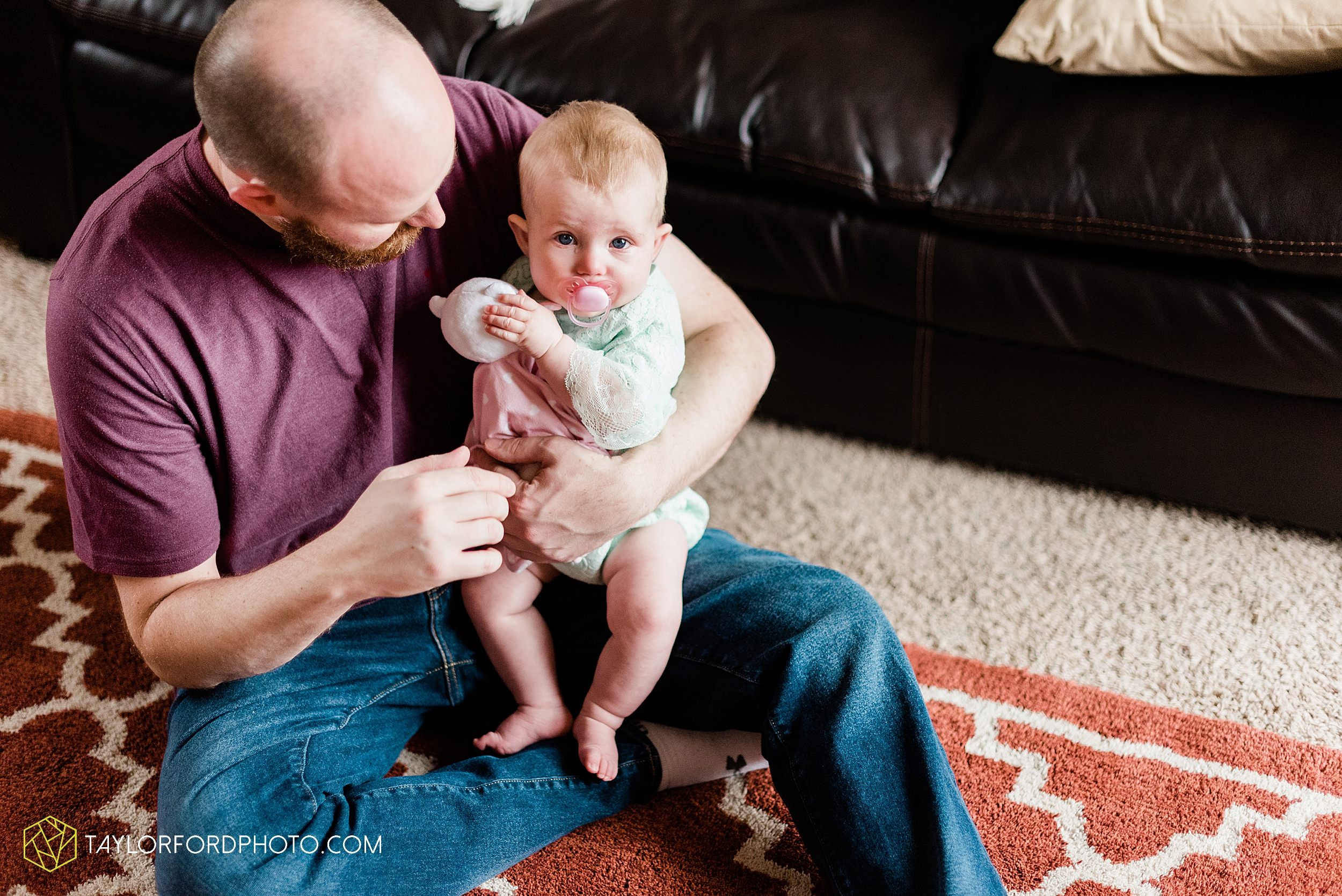 wasserman-family-at-home-huntertown-child-fort-wayne-indiana-newborn-photographer-photography-taylor-ford-hirschy-photographer_2498.jpg