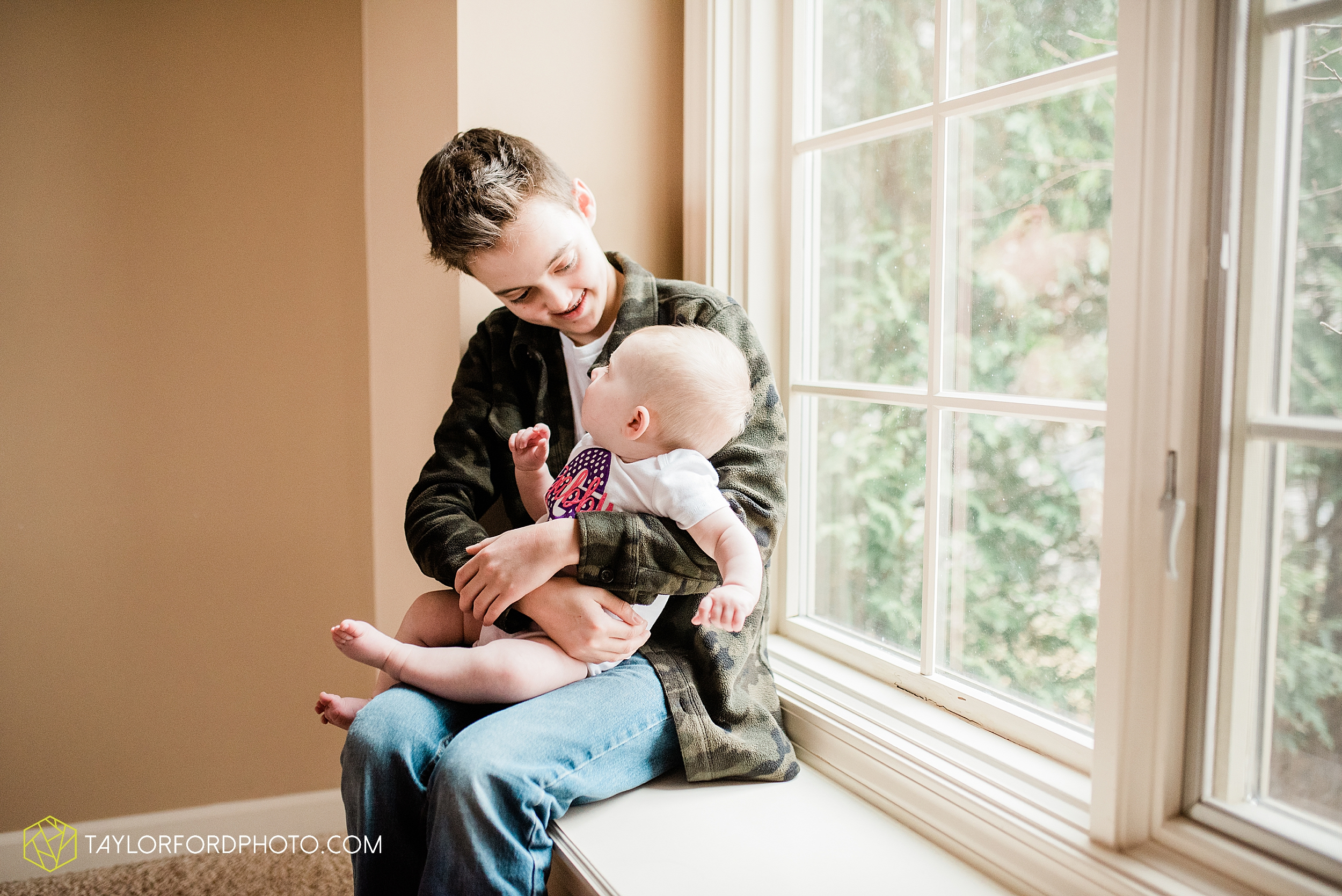 wasserman-family-at-home-huntertown-child-fort-wayne-indiana-newborn-photographer-photography-taylor-ford-hirschy-photographer_2508.jpg