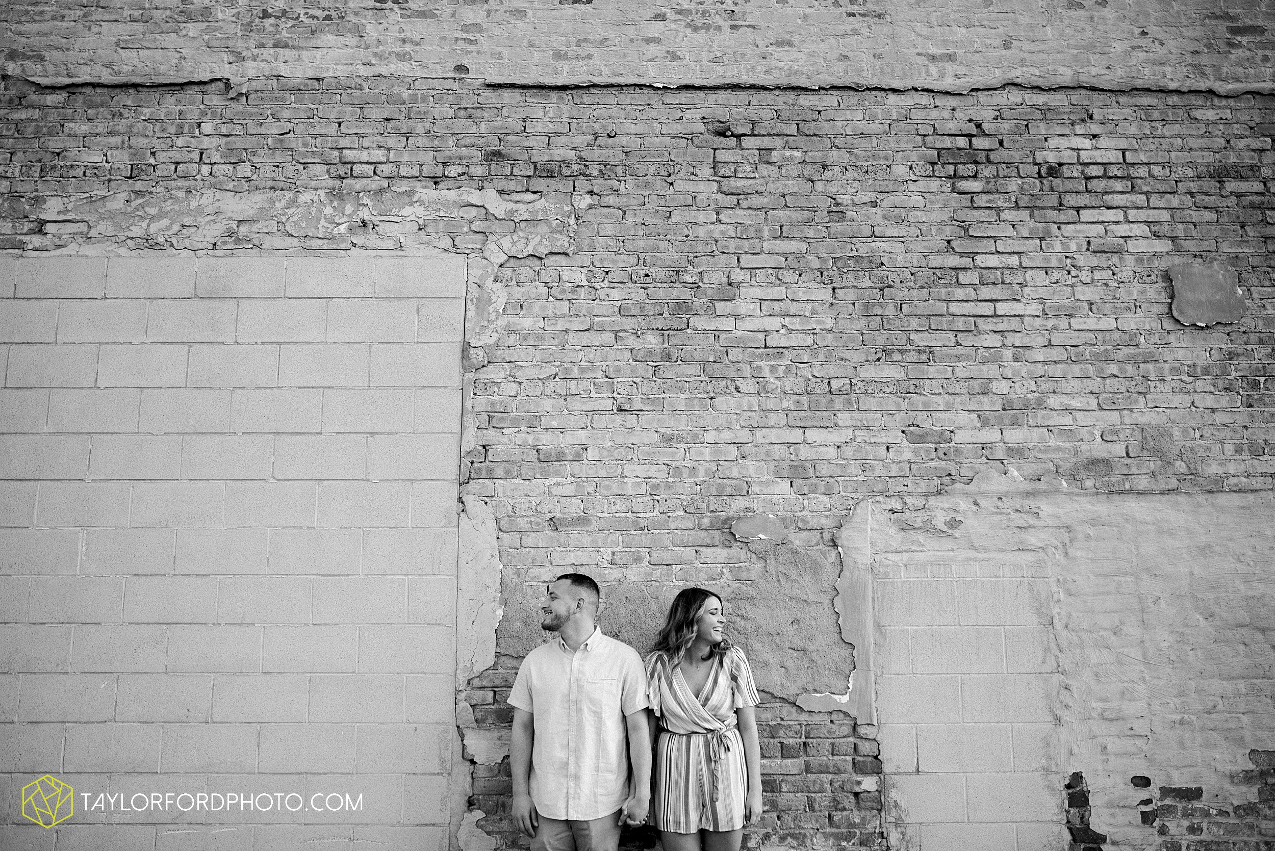 aly-taylor-downtown-fort-wayne-indiana-spring-engagement-photographer-photography-taylor-ford-hirschy-photographer_2576.jpg