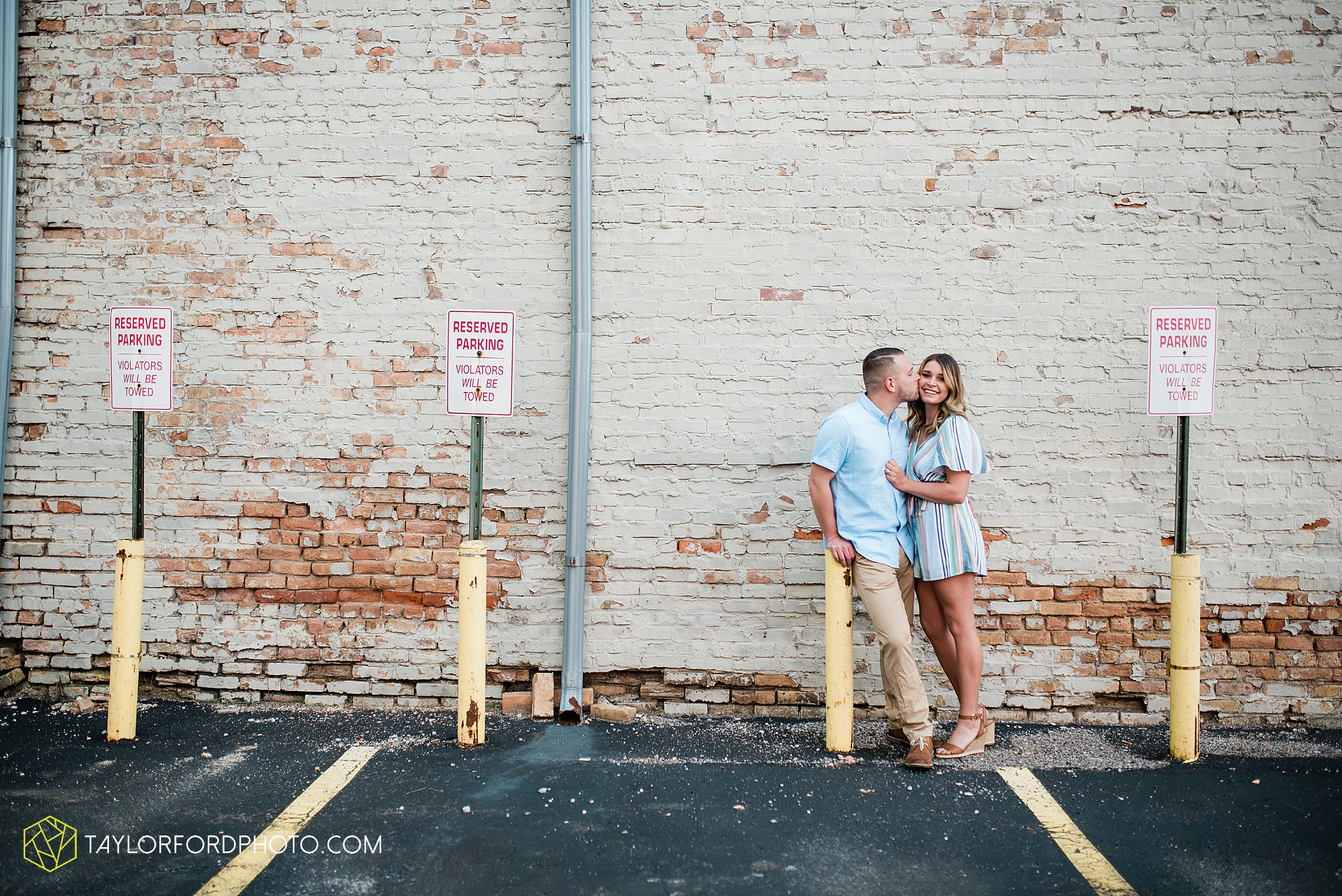 aly-taylor-downtown-fort-wayne-indiana-spring-engagement-photographer-photography-taylor-ford-hirschy-photographer_2578.jpg