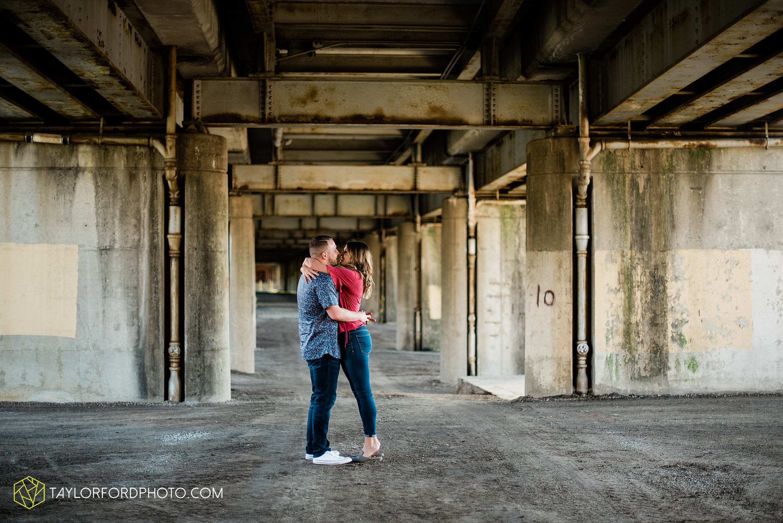 aly-taylor-downtown-fort-wayne-indiana-spring-engagement-photographer-photography-taylor-ford-hirschy-photographer_2592.jpg