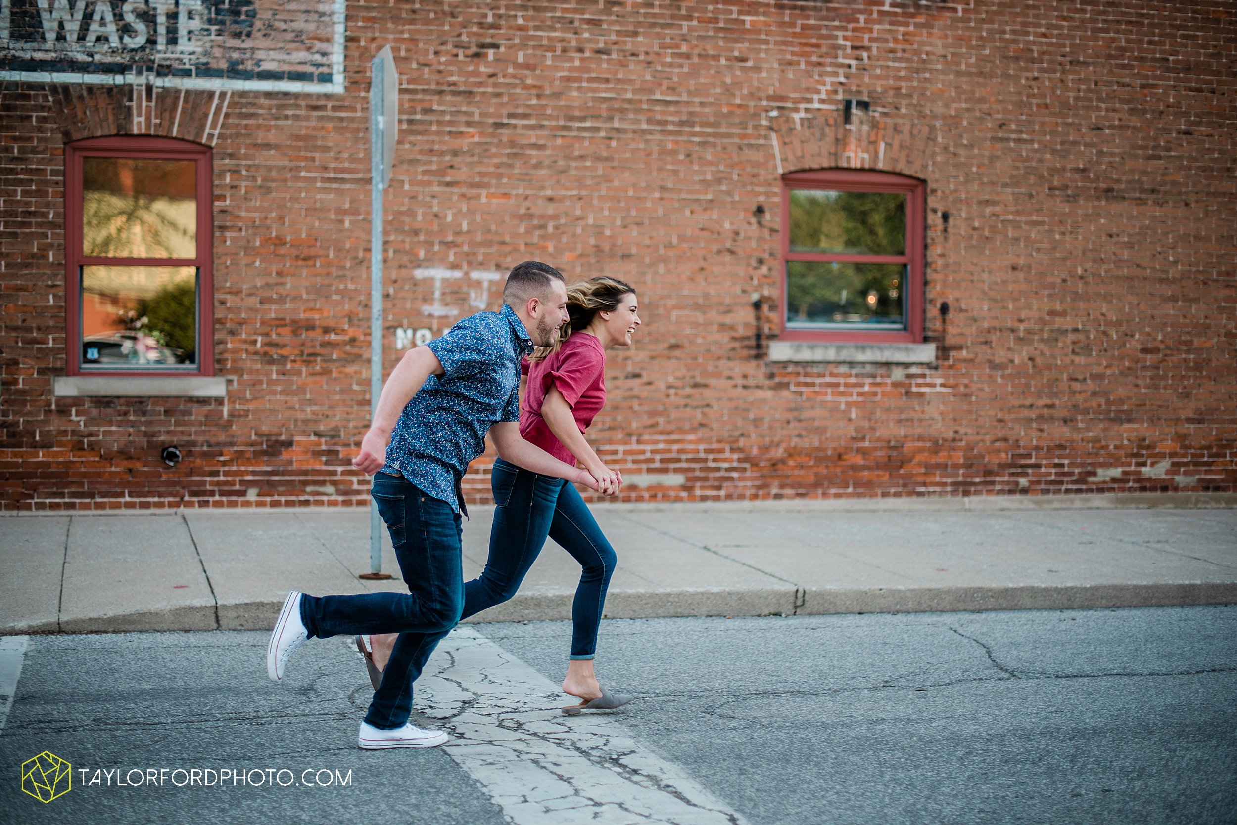 aly-taylor-downtown-fort-wayne-indiana-spring-engagement-photographer-photography-taylor-ford-hirschy-photographer_2594.jpg