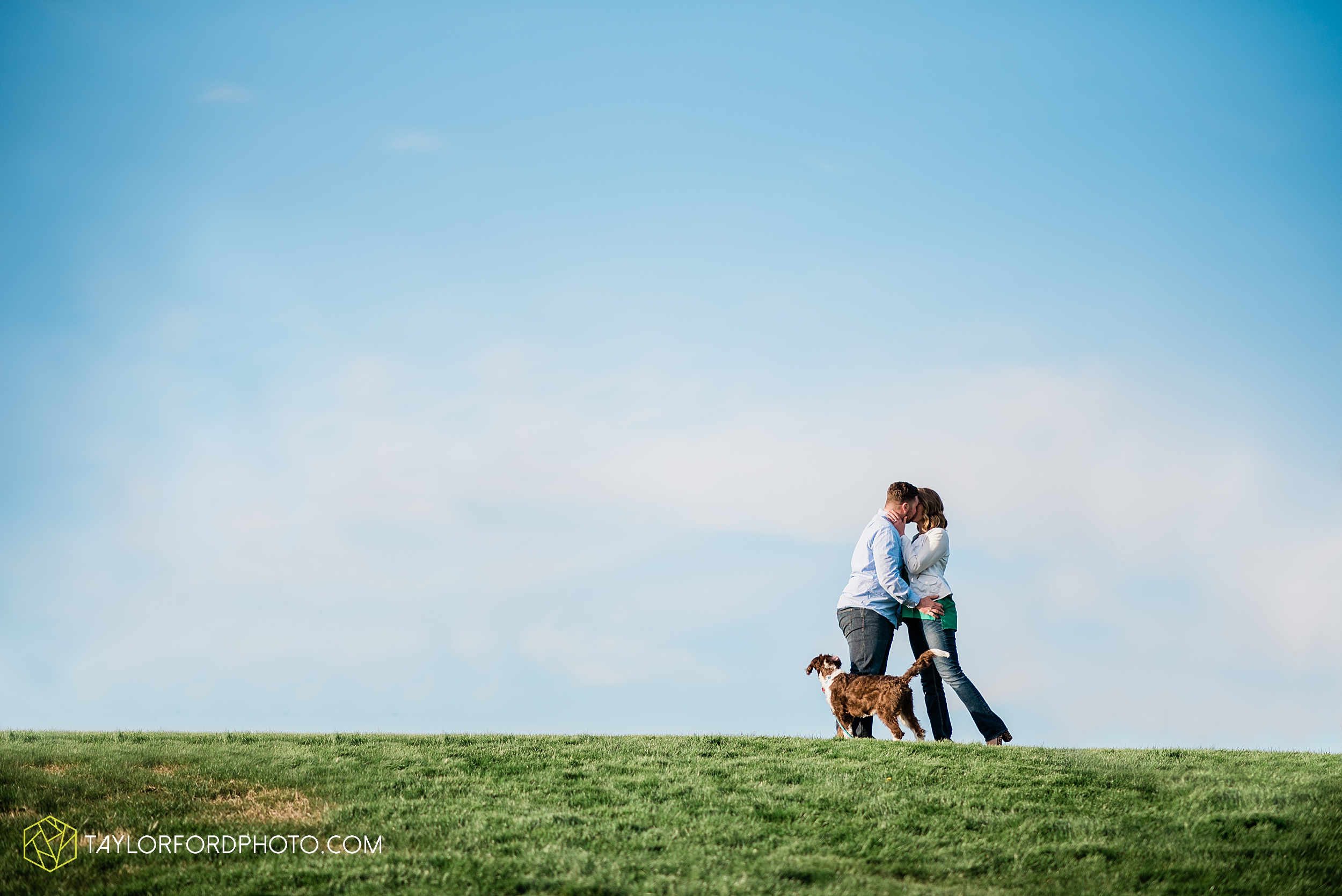 holland-michigan-tulip-time-downtown-hope-college-riverside-park-laketown-beach-lake-michigan-engagement-photographer-photography-taylor-ford-hirschy-photographer_2613.jpg