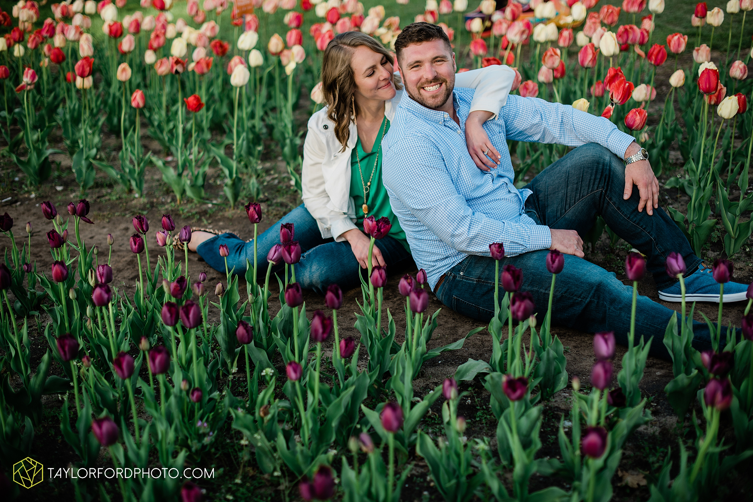 holland-michigan-tulip-time-downtown-hope-college-riverside-park-laketown-beach-lake-michigan-engagement-photographer-photography-taylor-ford-hirschy-photographer_2618.jpg