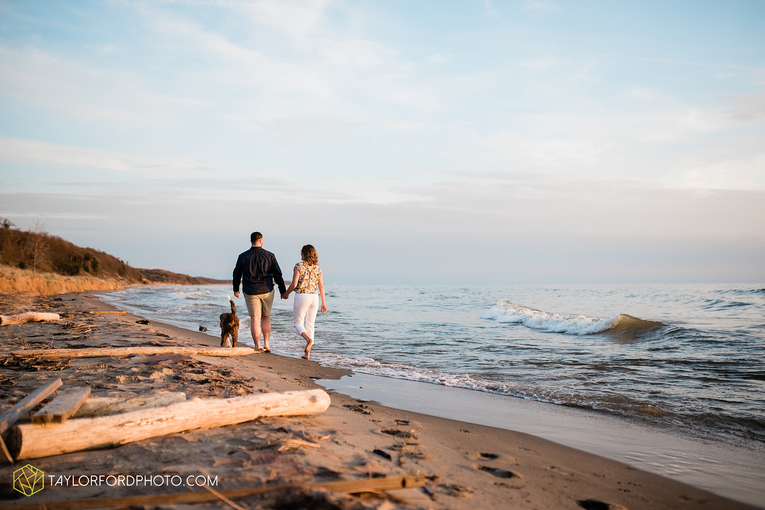 holland-michigan-tulip-time-downtown-hope-college-riverside-park-laketown-beach-lake-michigan-engagement-photographer-photography-taylor-ford-hirschy-photographer_2621.jpg