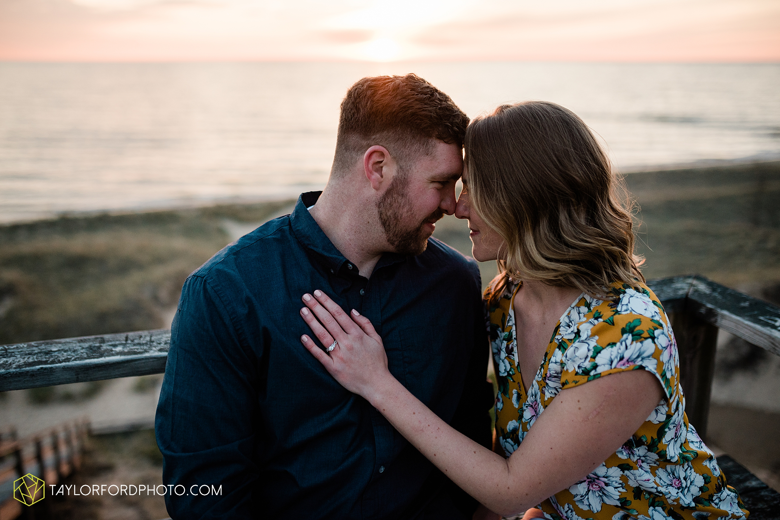 holland-michigan-tulip-time-downtown-hope-college-riverside-park-laketown-beach-lake-michigan-engagement-photographer-photography-taylor-ford-hirschy-photographer_2630.jpg