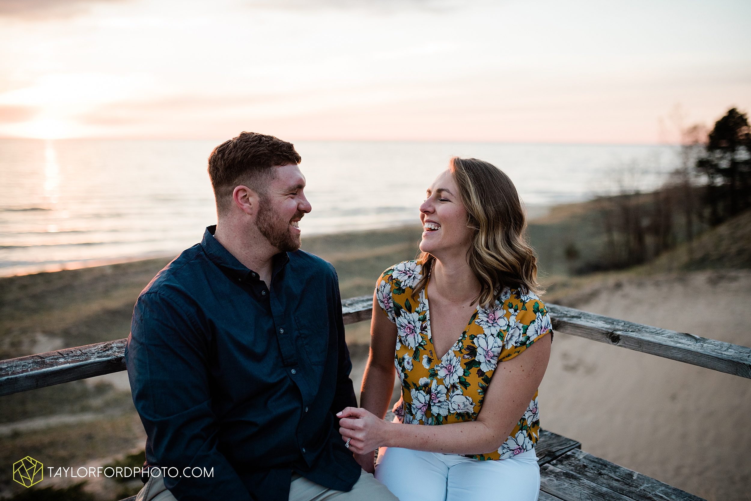 holland-michigan-tulip-time-downtown-hope-college-riverside-park-laketown-beach-lake-michigan-engagement-photographer-photography-taylor-ford-hirschy-photographer_2631.jpg