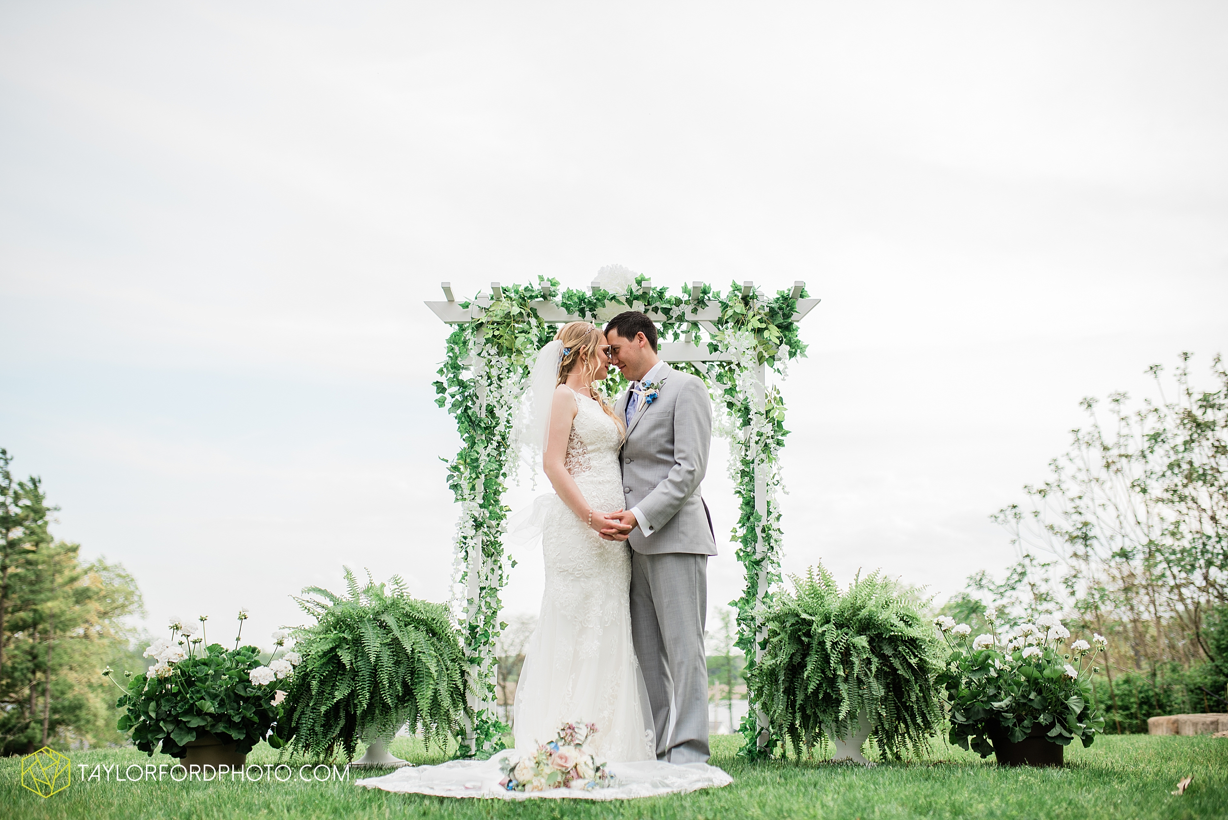 janine-shaun-oakwood-resort-syracuse-indiana-lake-wawasee-wedding-hilltop-one-fine-day-photographer-photography-taylor-ford-hirschy-photographer_2758.jpg