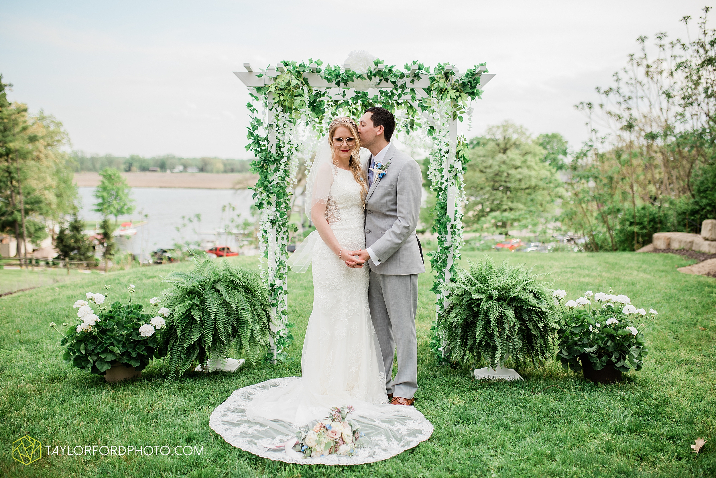janine-shaun-oakwood-resort-syracuse-indiana-lake-wawasee-wedding-hilltop-one-fine-day-photographer-photography-taylor-ford-hirschy-photographer_2760.jpg