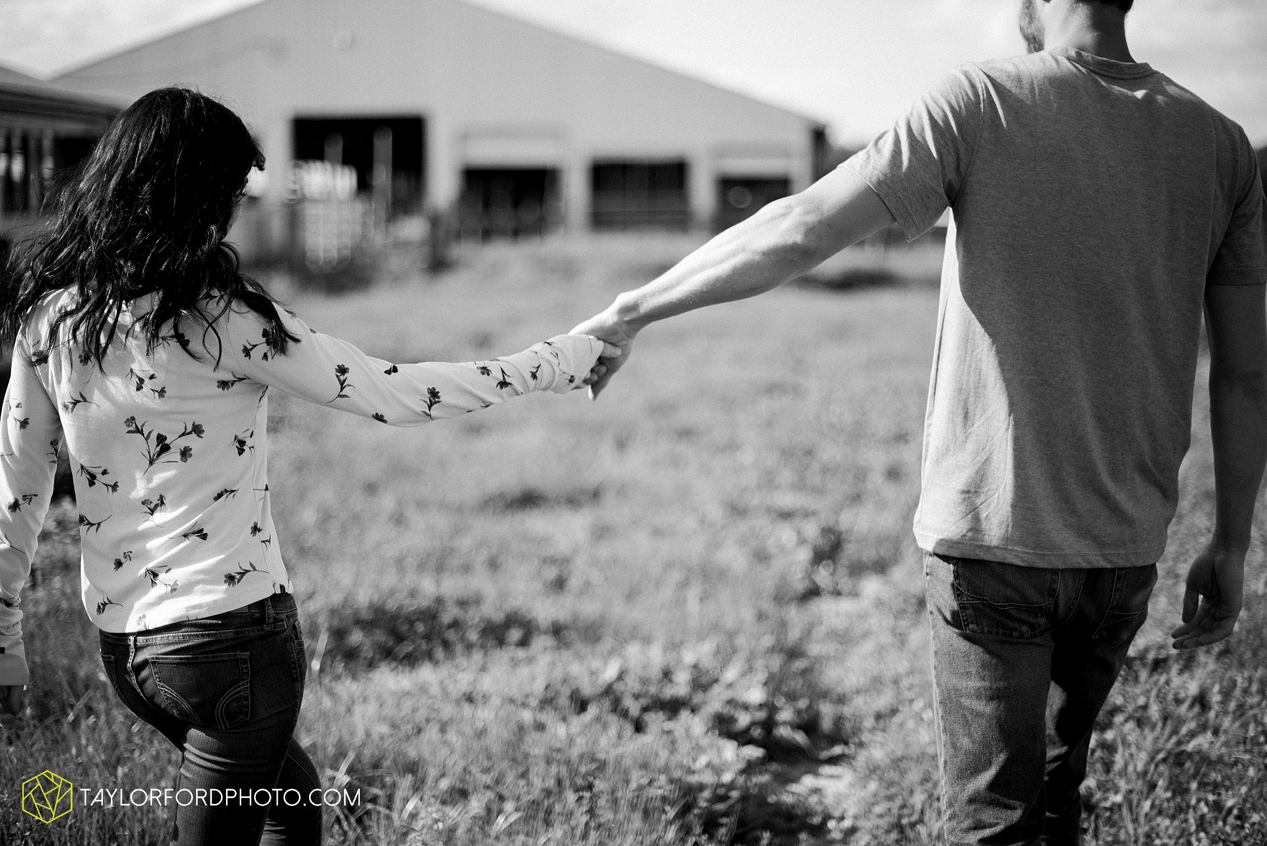 celina-mercer-county-ohio-farm-woods-engagement-photographer-photography-taylor-ford-hirschy-photographer_2978.jpg