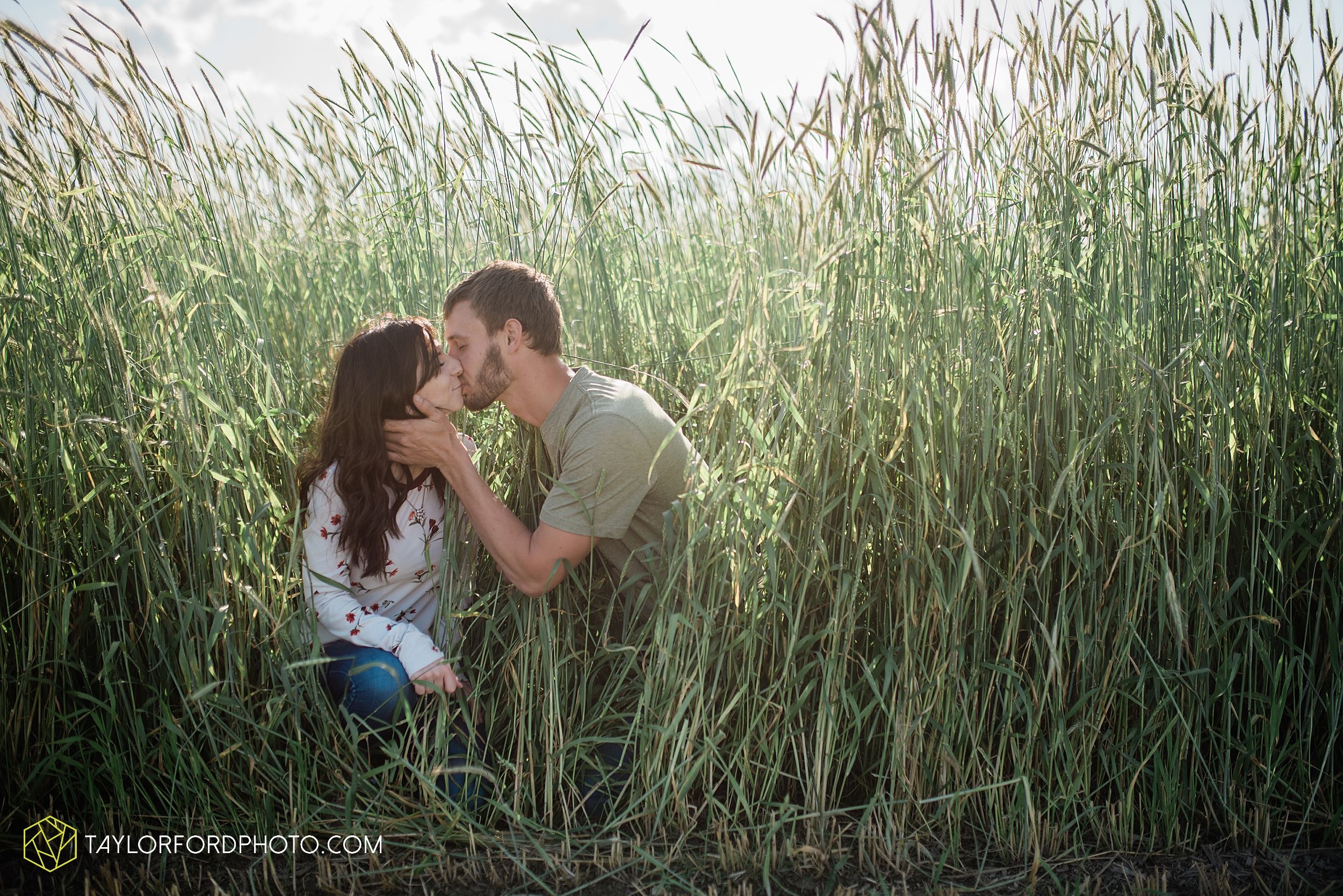 celina-mercer-county-ohio-farm-woods-engagement-photographer-photography-taylor-ford-hirschy-photographer_2986.jpg