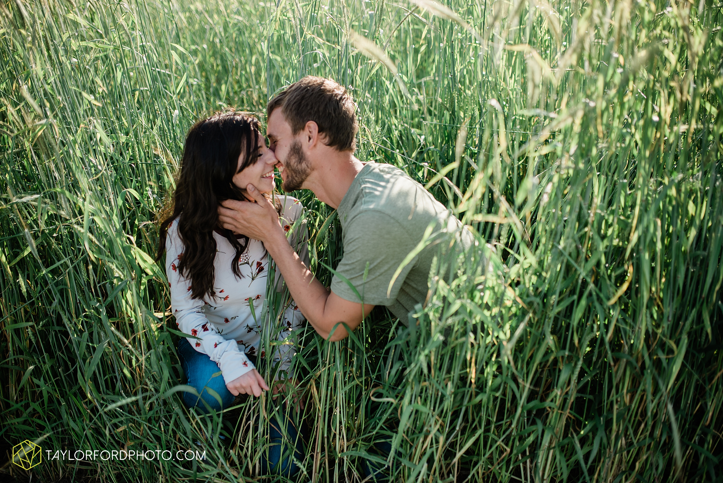 celina-mercer-county-ohio-farm-woods-engagement-photographer-photography-taylor-ford-hirschy-photographer_2987.jpg