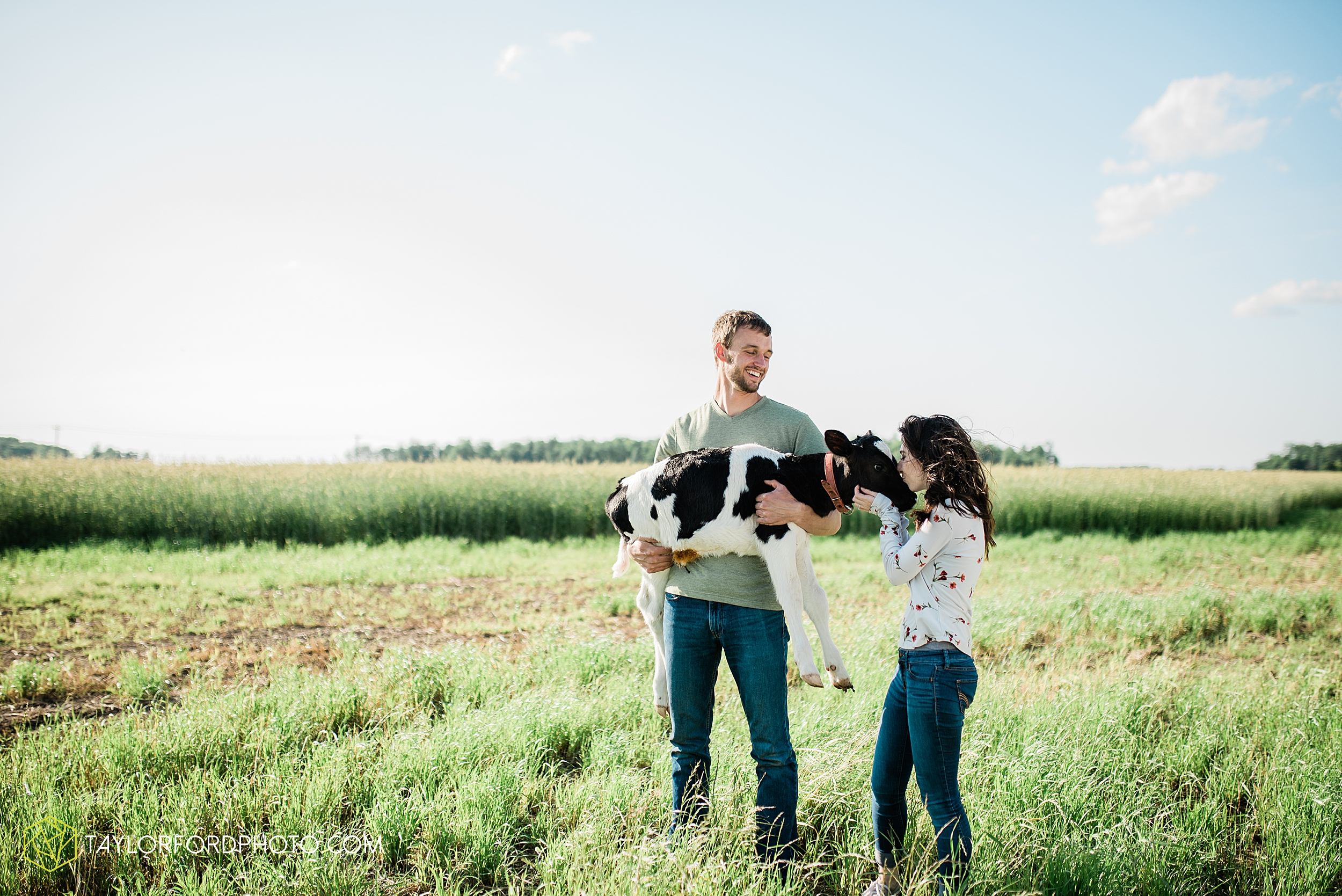 celina-mercer-county-ohio-farm-woods-engagement-photographer-photography-taylor-ford-hirschy-photographer_2990.jpg