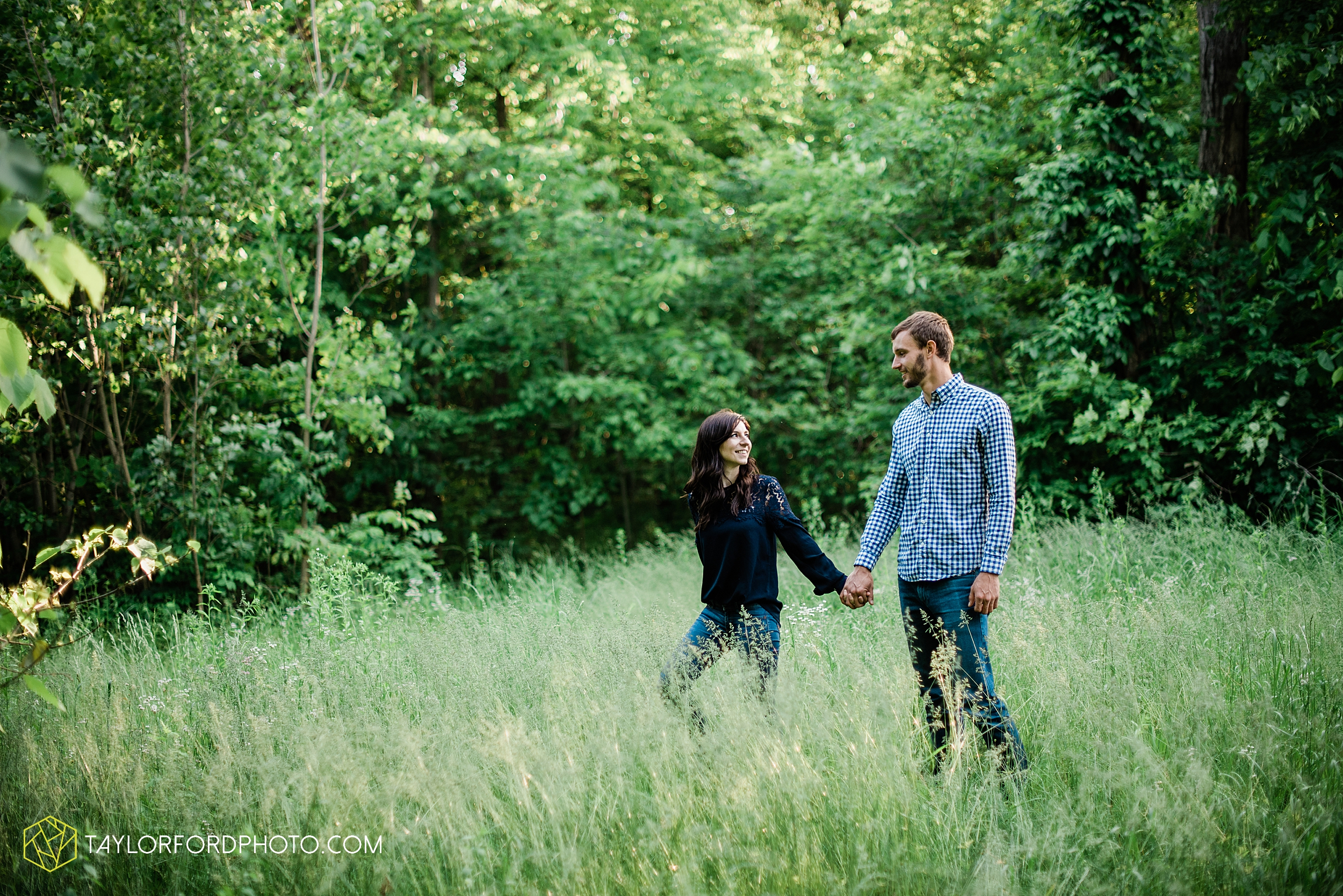 celina-mercer-county-ohio-farm-woods-engagement-photographer-photography-taylor-ford-hirschy-photographer_2992.jpg